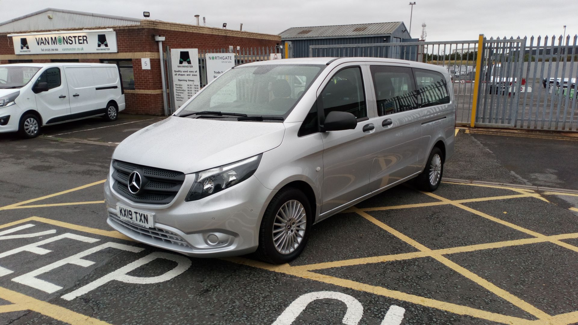 2019 Mercedes-Benz Vito 119 Bluetec Select 8-Seater 7G-Tronic (KX19TXN) Thumbnail 3