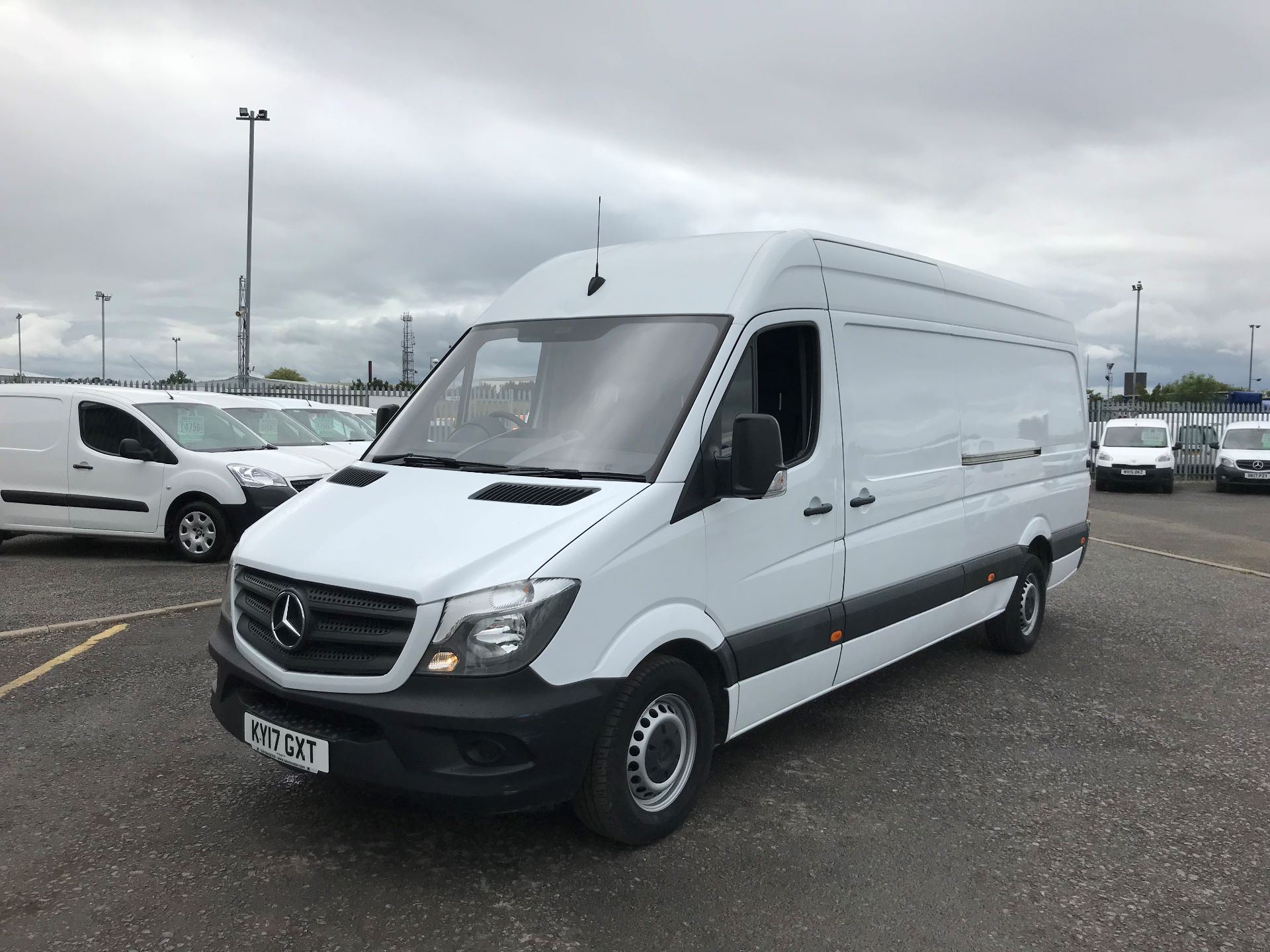 2017 Mercedes-Benz Sprinter 3.5T High Roof Van *VALUE RANGE VEHICLE CONDITION REFLECTED IN PRICE* (KY17GXT) Image 8