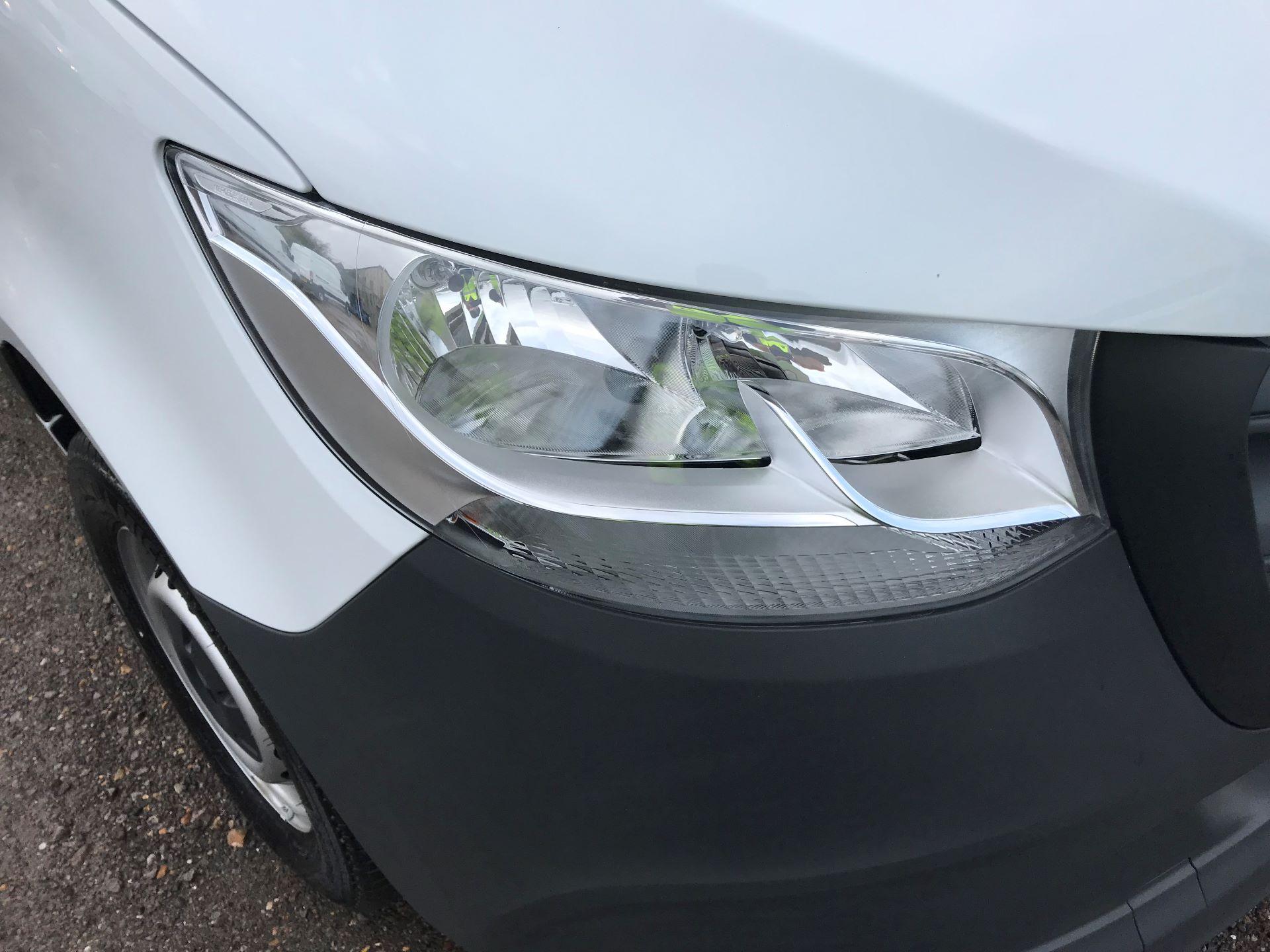 2019 Mercedes-Benz Sprinter 3.5T L2 H2 FWD Van (KY19TCL) Image 27