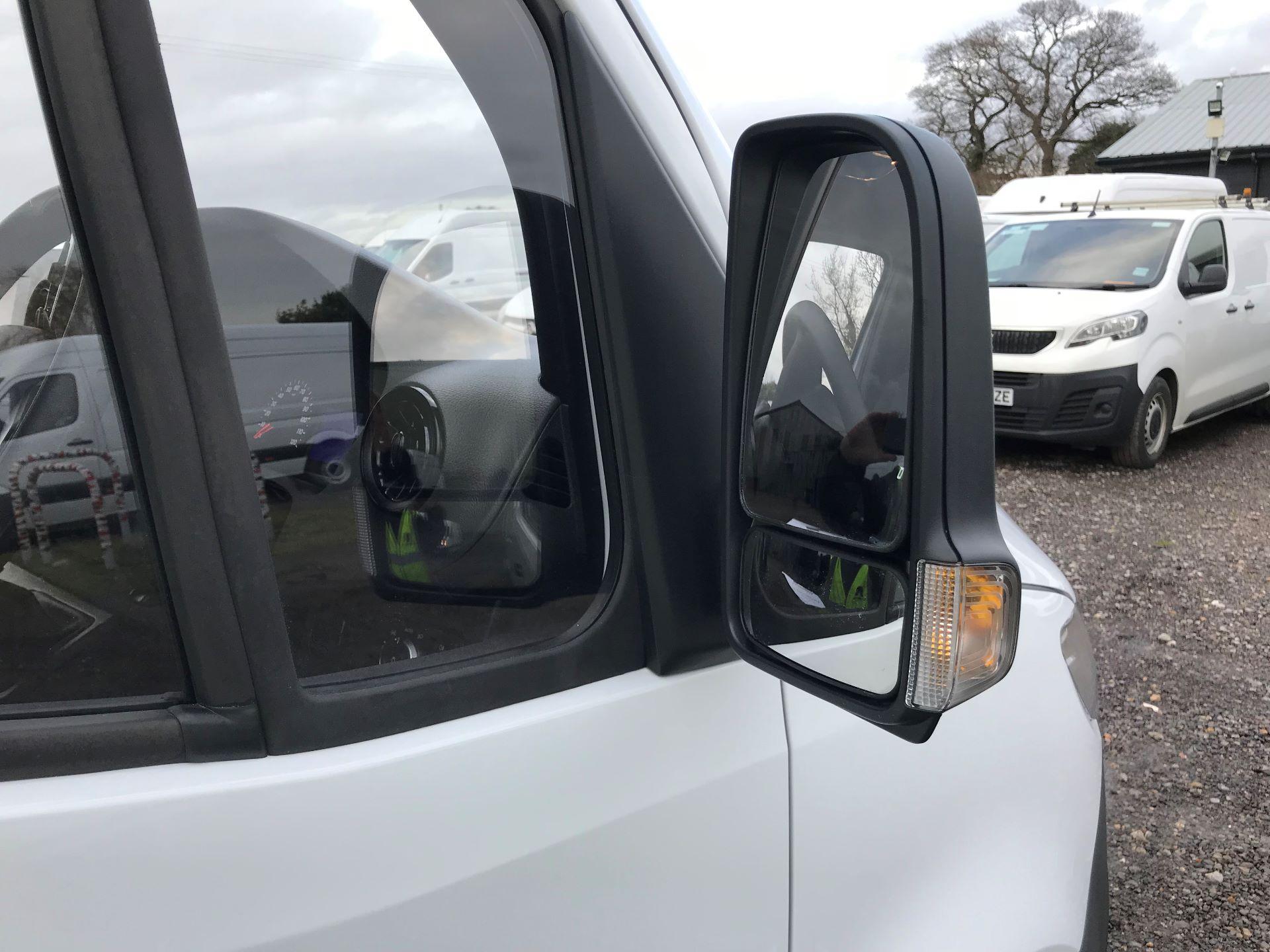 2019 Mercedes-Benz Sprinter 3.5T L2 H2 FWD Van (KY19TCL) Image 24