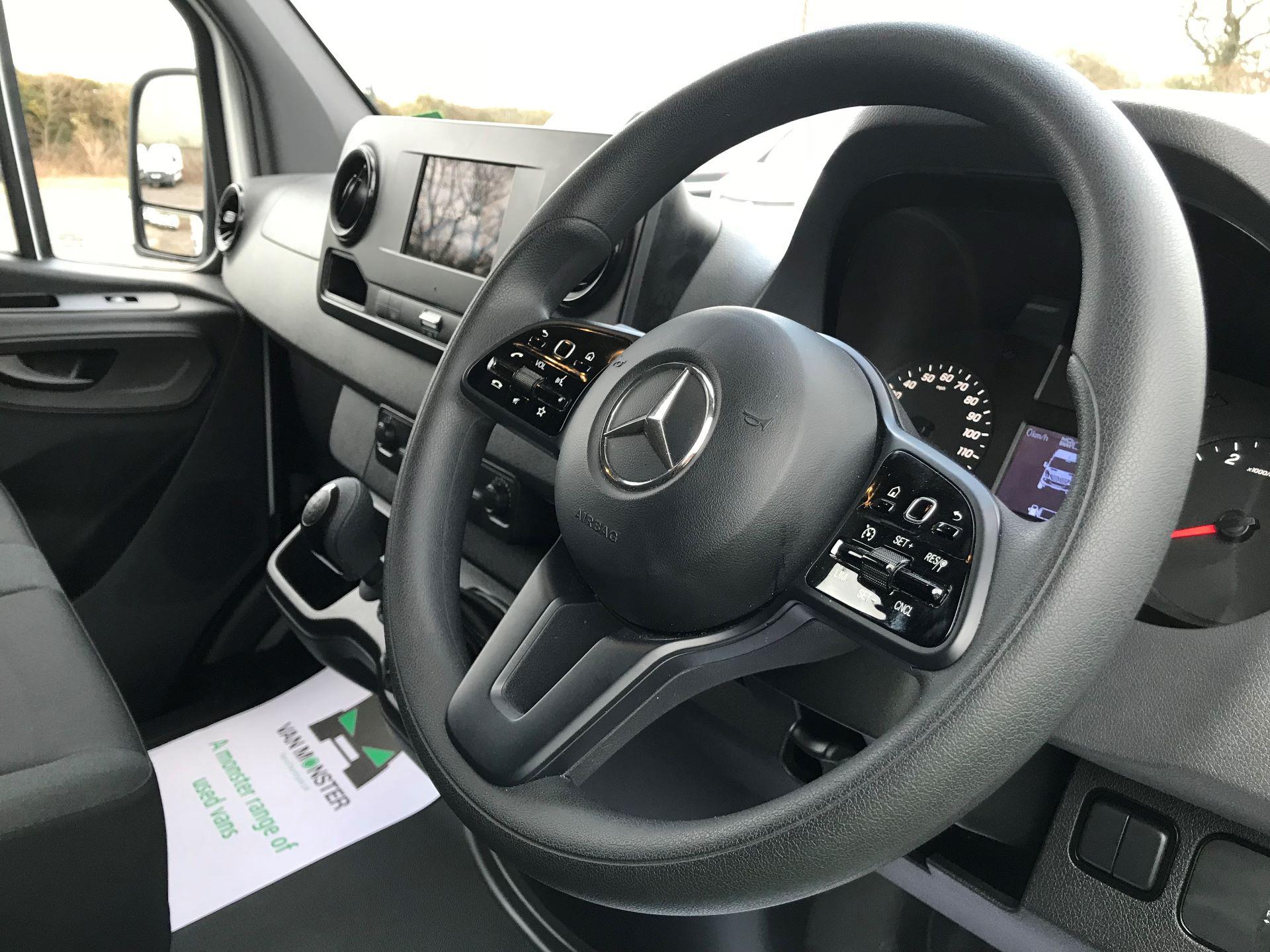 2019 Mercedes-Benz Sprinter 3.5T L2 H2 FWD Van (KY19TCL) Image 18