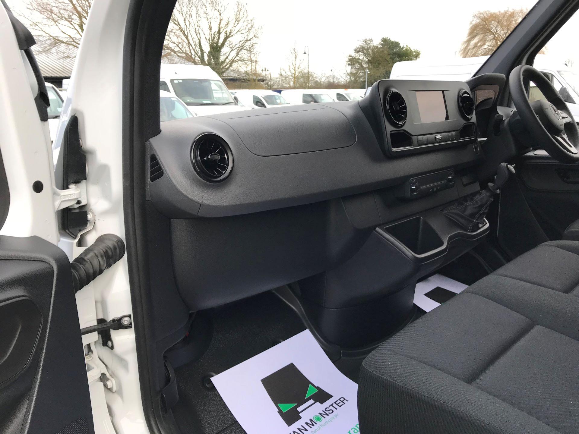 2019 Mercedes-Benz Sprinter 3.5T L2 H2 FWD Van (KY19TCL) Image 13