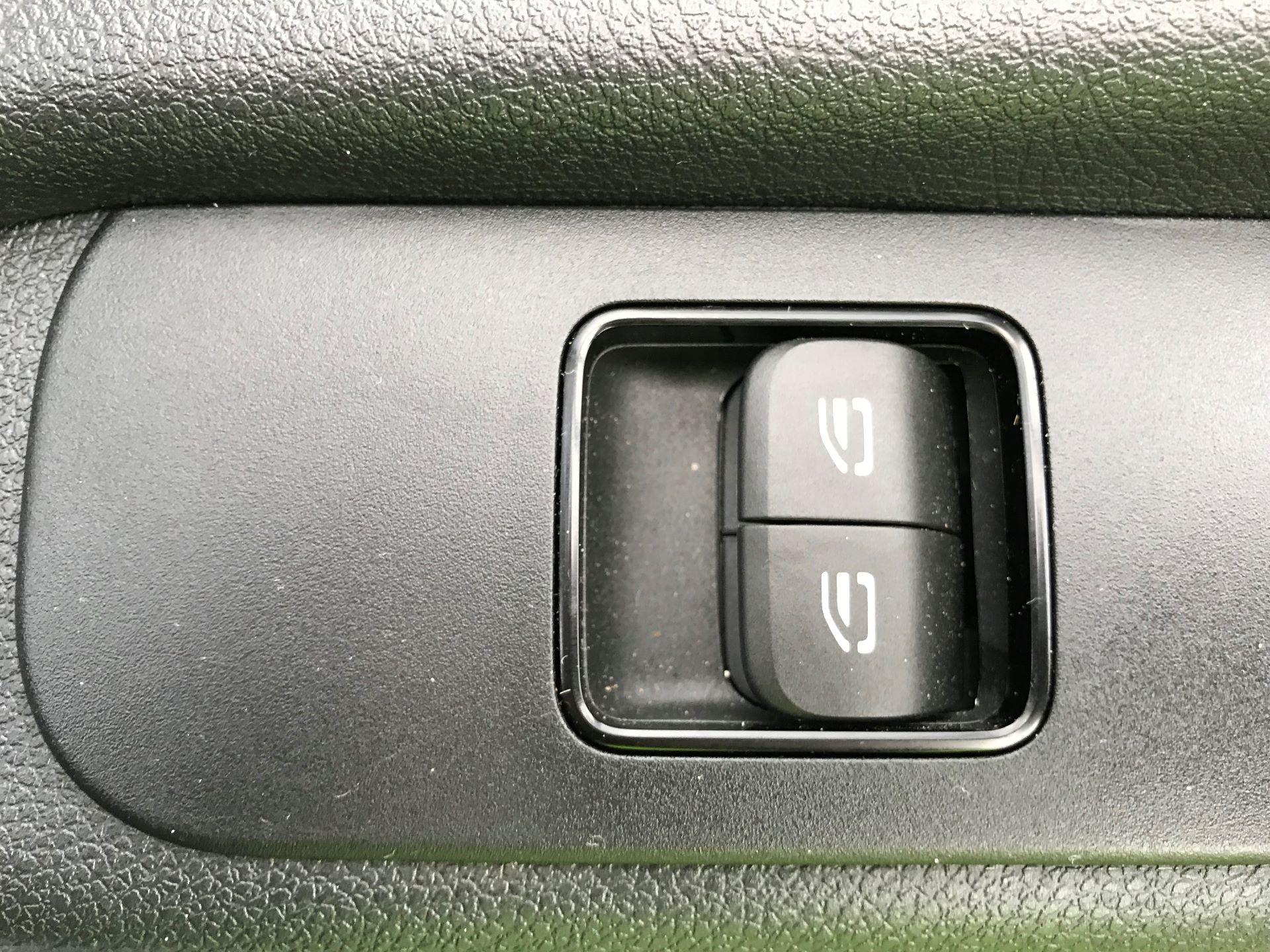 2019 Mercedes-Benz Sprinter 3.5T L2 H2 FWD Van (KY19TCL) Image 17