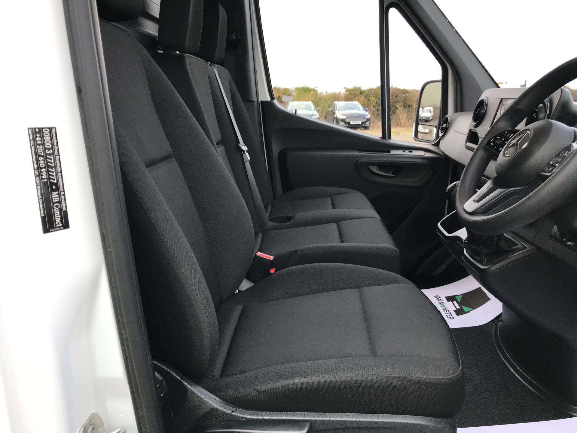 2019 Mercedes-Benz Sprinter 3.5T L2 H2 FWD Van (KY19TCL) Image 16