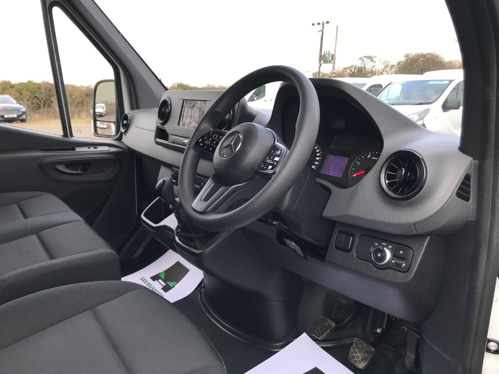 2019 Mercedes-Benz Sprinter 3.5T L2 H2 FWD Van (KY19TCL) Image 15