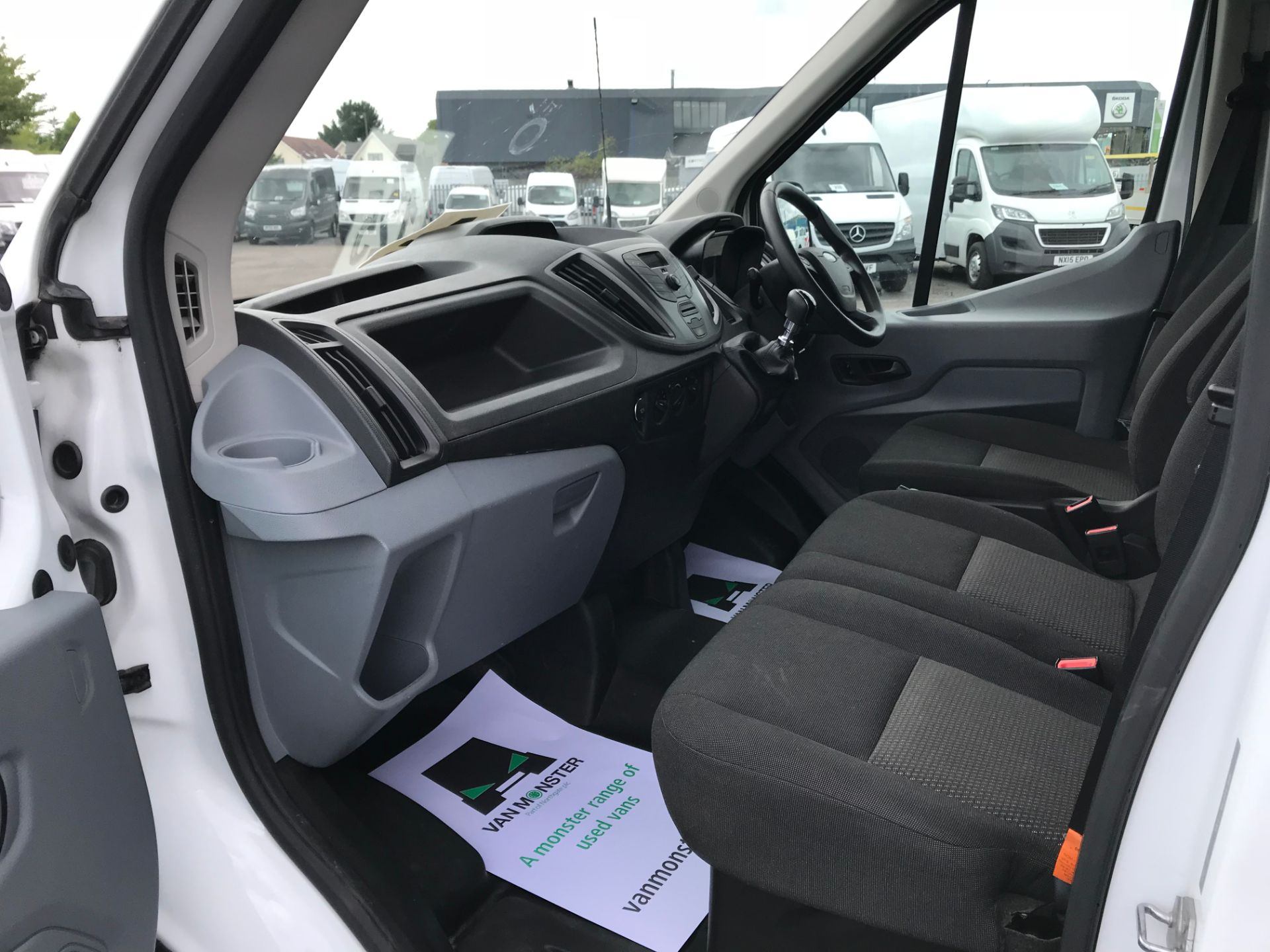 2015 Ford Transit   350 L4 LUTON 125PS EURO 5 (KY65ZFF) Image 18