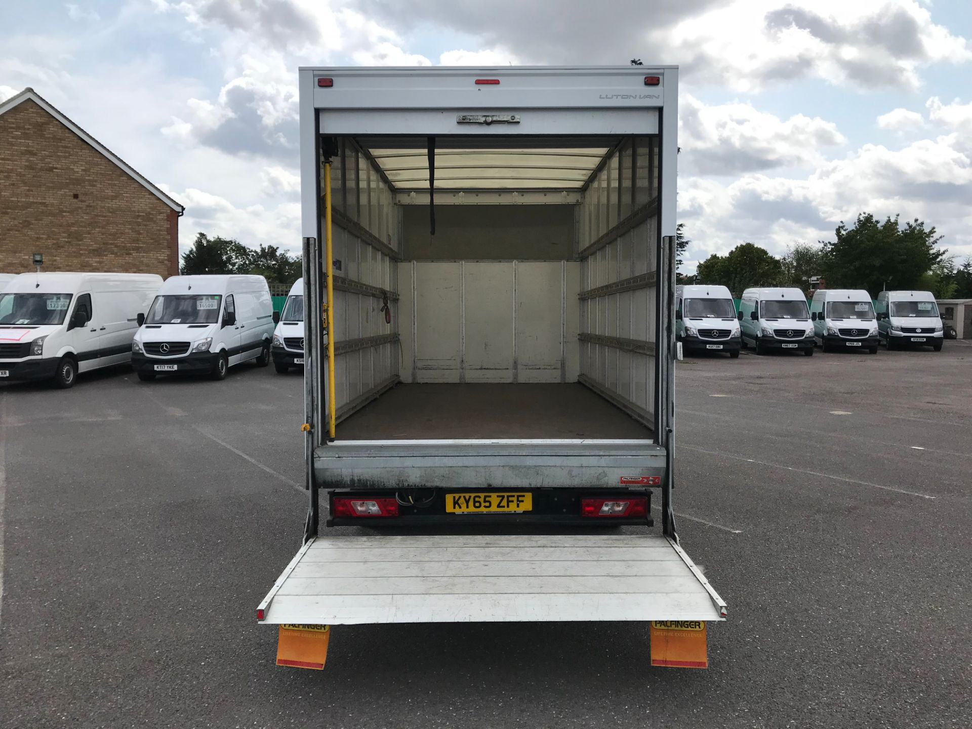 2015 Ford Transit   350 L4 LUTON 125PS EURO 5 (KY65ZFF) Image 7