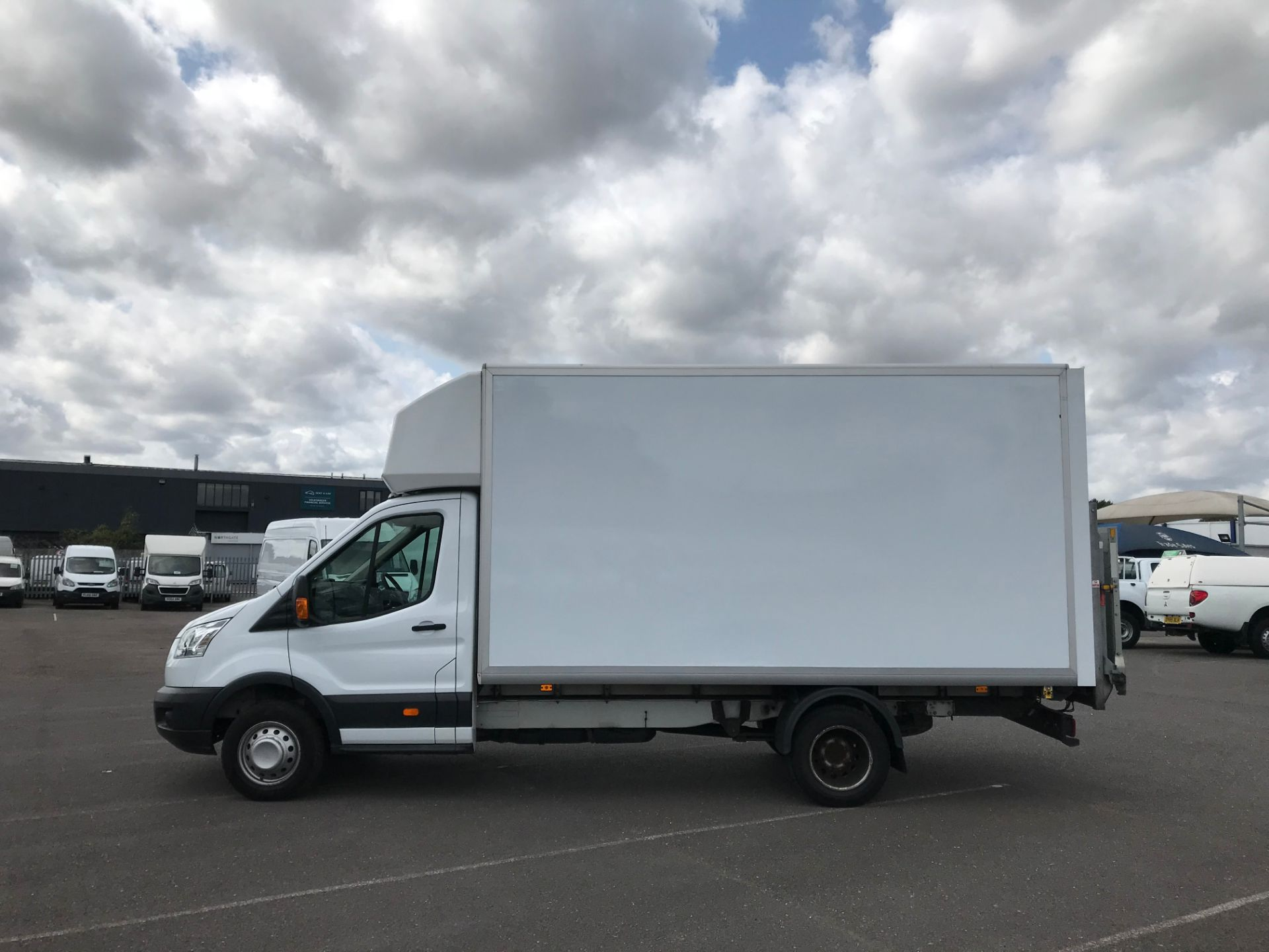 2015 Ford Transit   350 L4 LUTON 125PS EURO 5 (KY65ZFF) Image 9