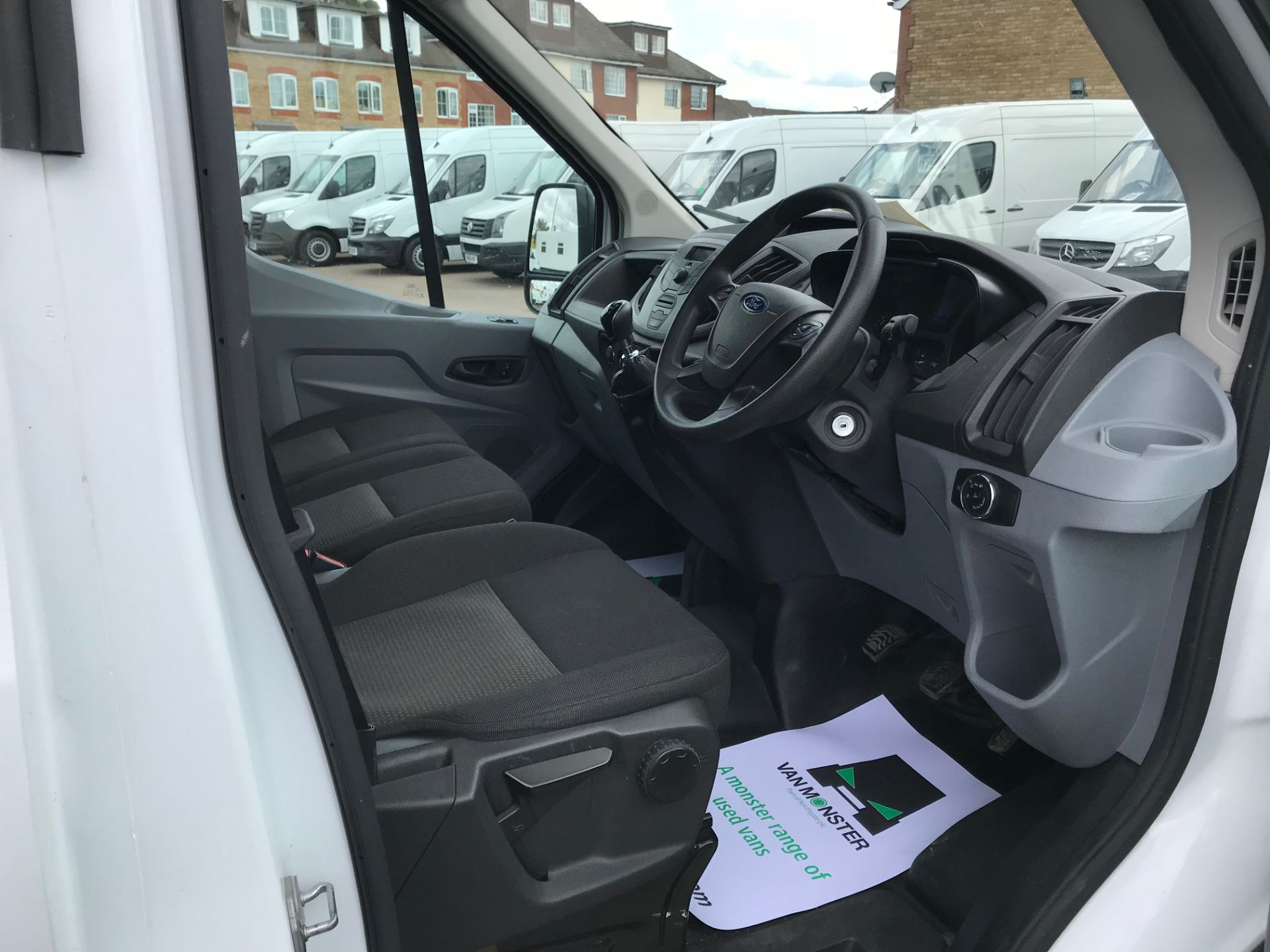 2015 Ford Transit   350 L4 LUTON 125PS EURO 5 (KY65ZFF) Image 19