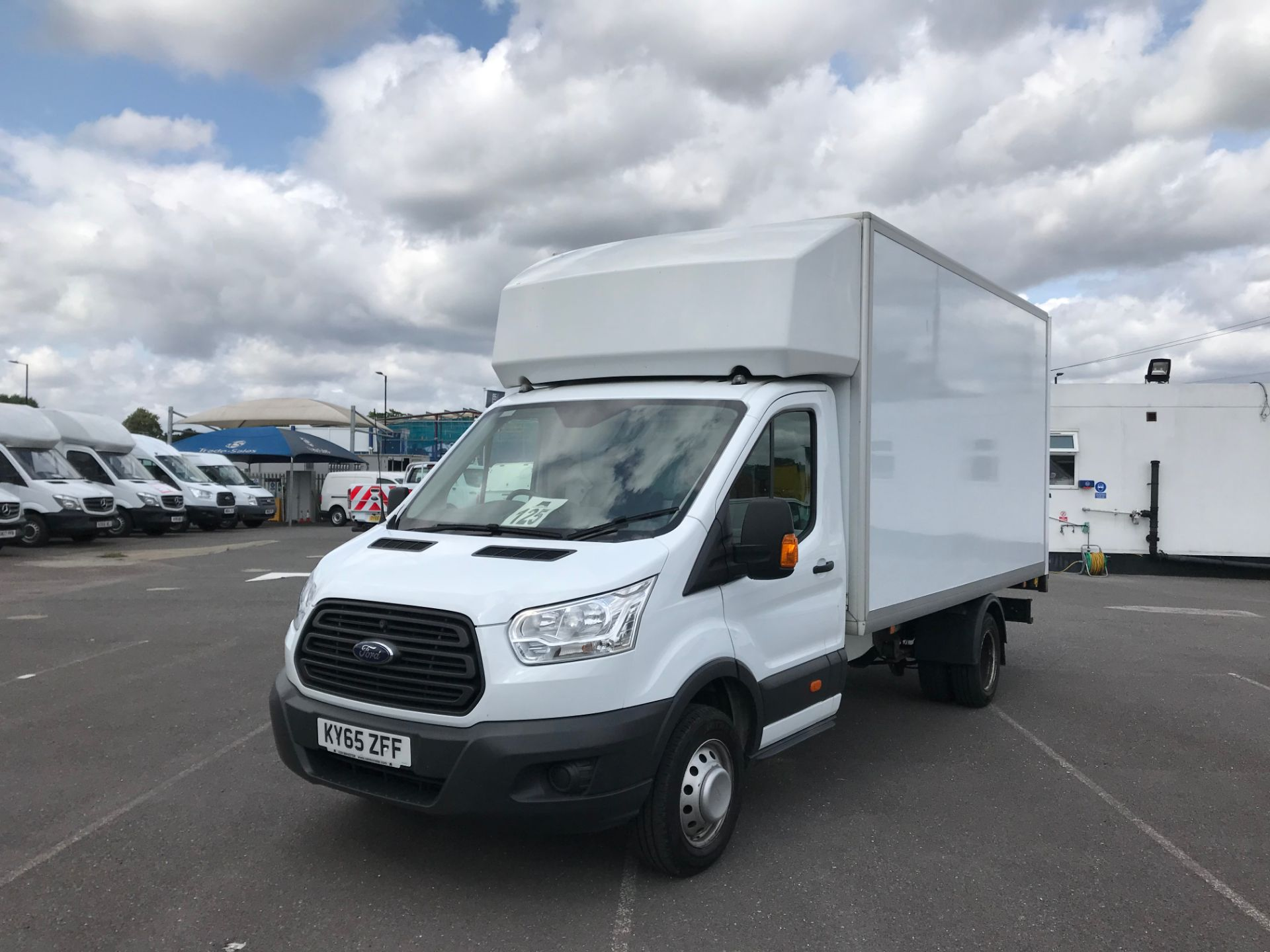 2015 Ford Transit   350 L4 LUTON 125PS EURO 5 (KY65ZFF) Image 2