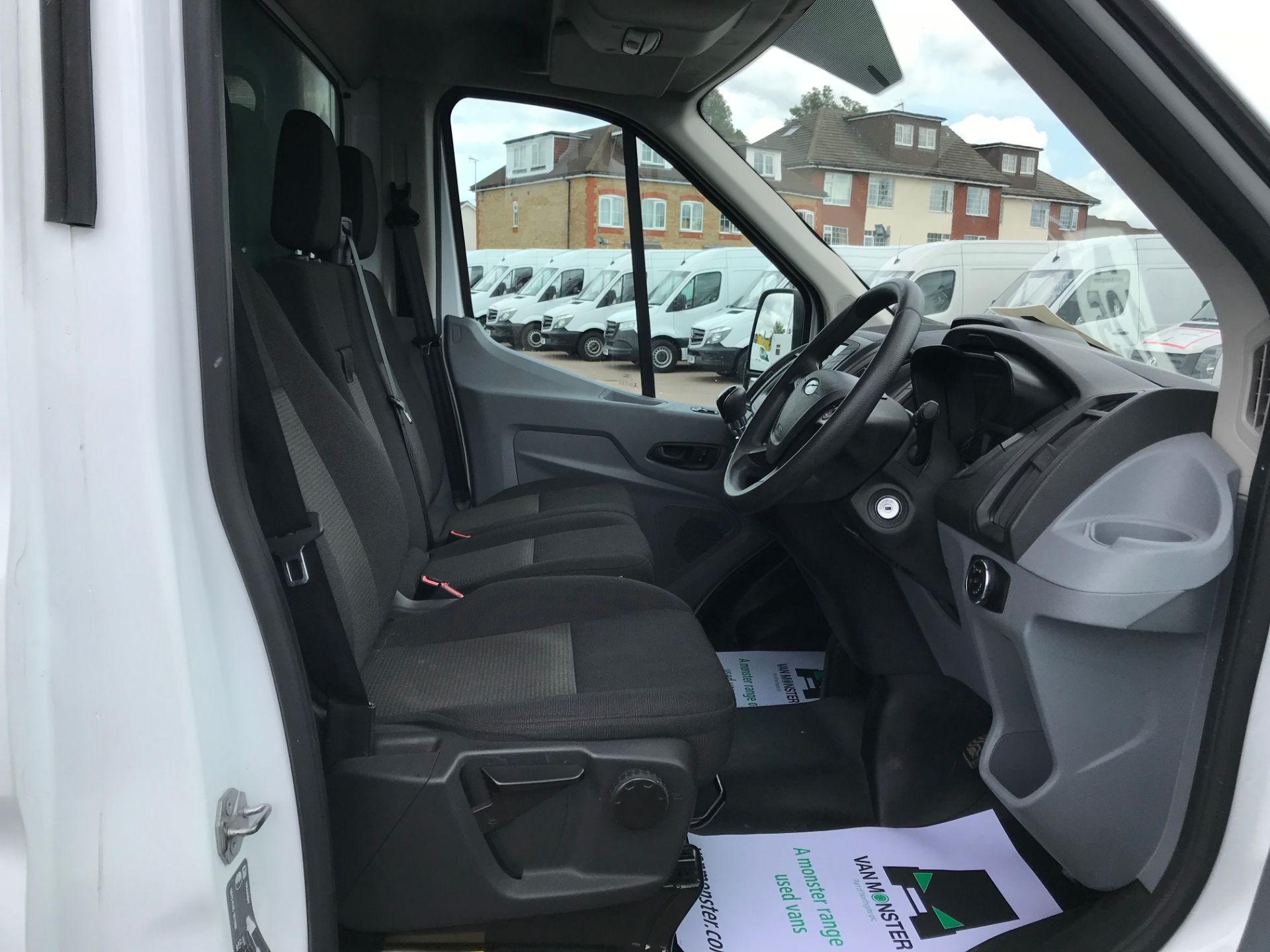 2015 Ford Transit   350 L4 LUTON 125PS EURO 5 (KY65ZFF) Image 20