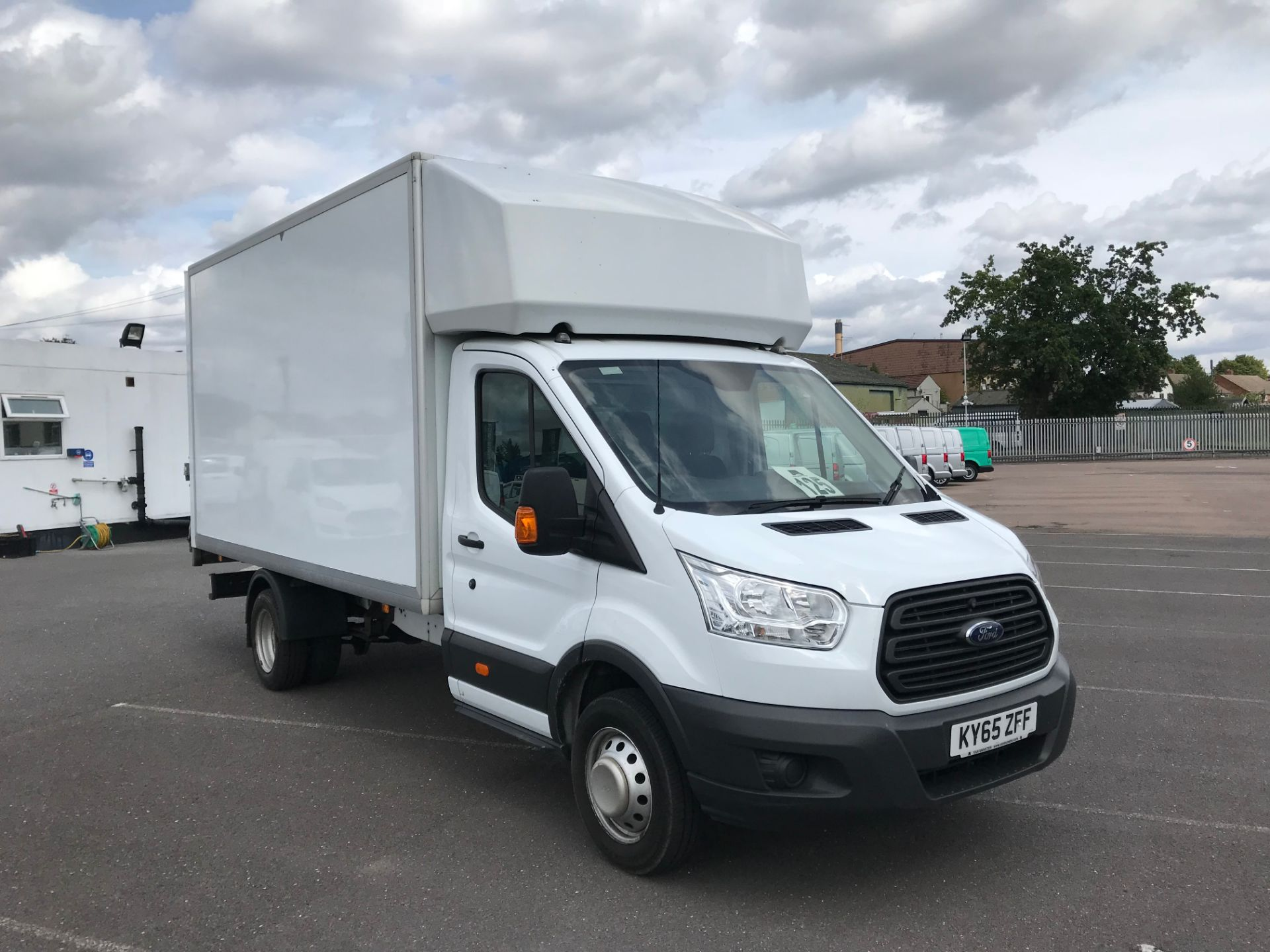 2015 Ford Transit   350 L4 LUTON 125PS EURO 5 (KY65ZFF) Image 1