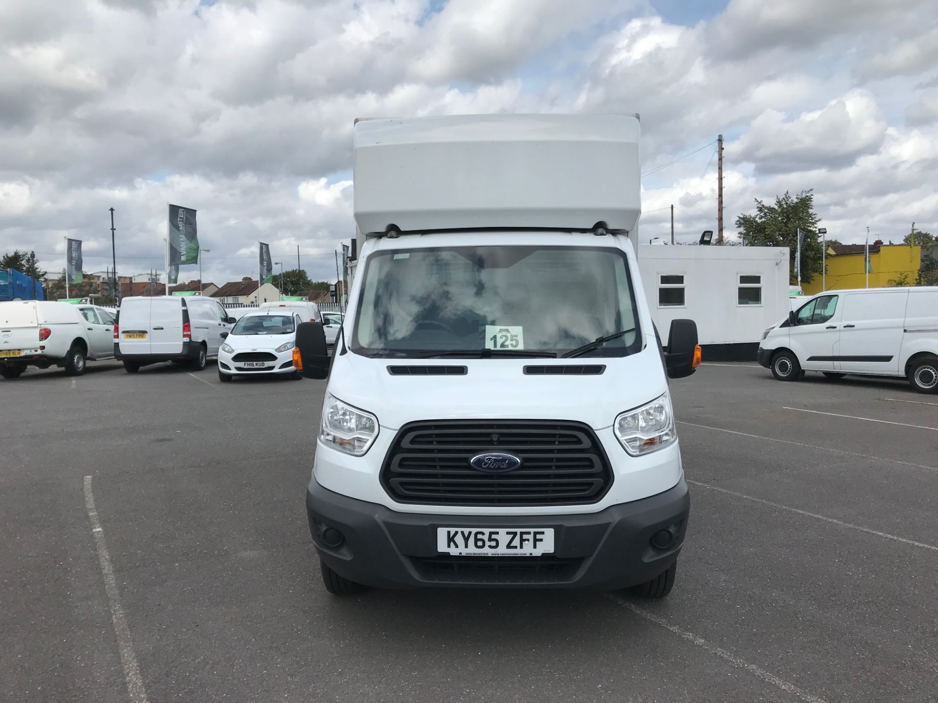 2015 Ford Transit   350 L4 LUTON 125PS EURO 5 (KY65ZFF) Image 3