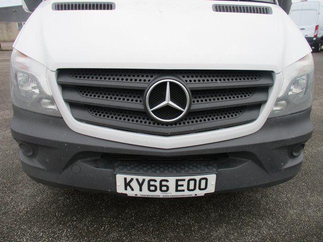 2017 Mercedes-Benz Sprinter 314 CDI MWB 3.5T HIGH ROOF VAN (KY66EOO) Image 4