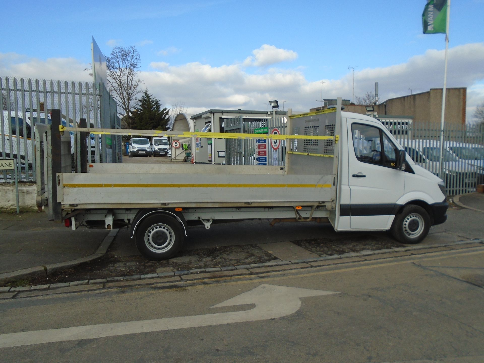 2017 Mercedes-Benz Sprinter 3.5T Chassis Cab *EURO 6* (KY67TLU) Image 8