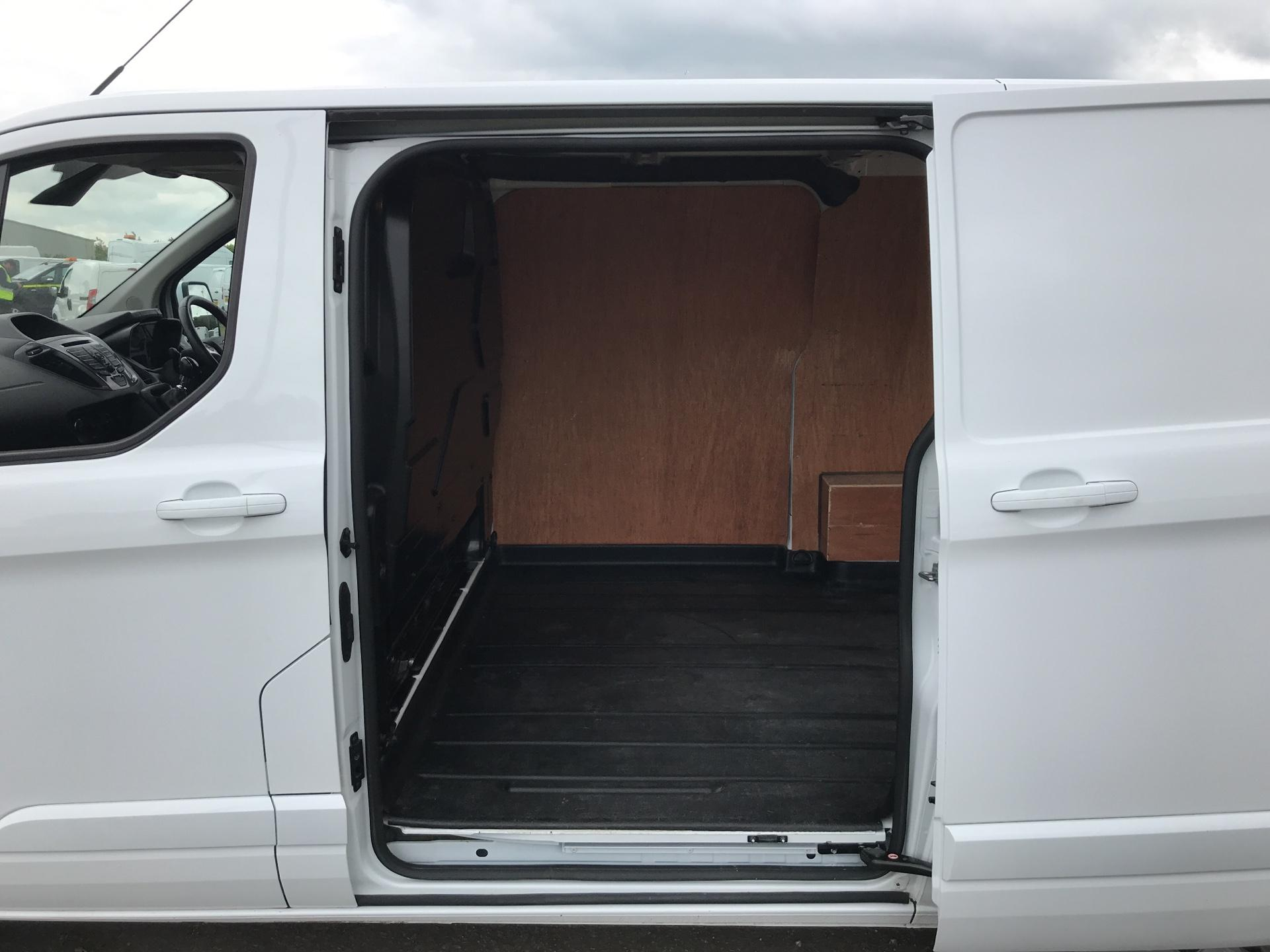 2016 Ford Transit Custom 290 L1 DIESEL FWD 2.2 TDCI 125 PS LOW ROOF LIMITED VAN EURO 5 (MK16WXV) Image 16