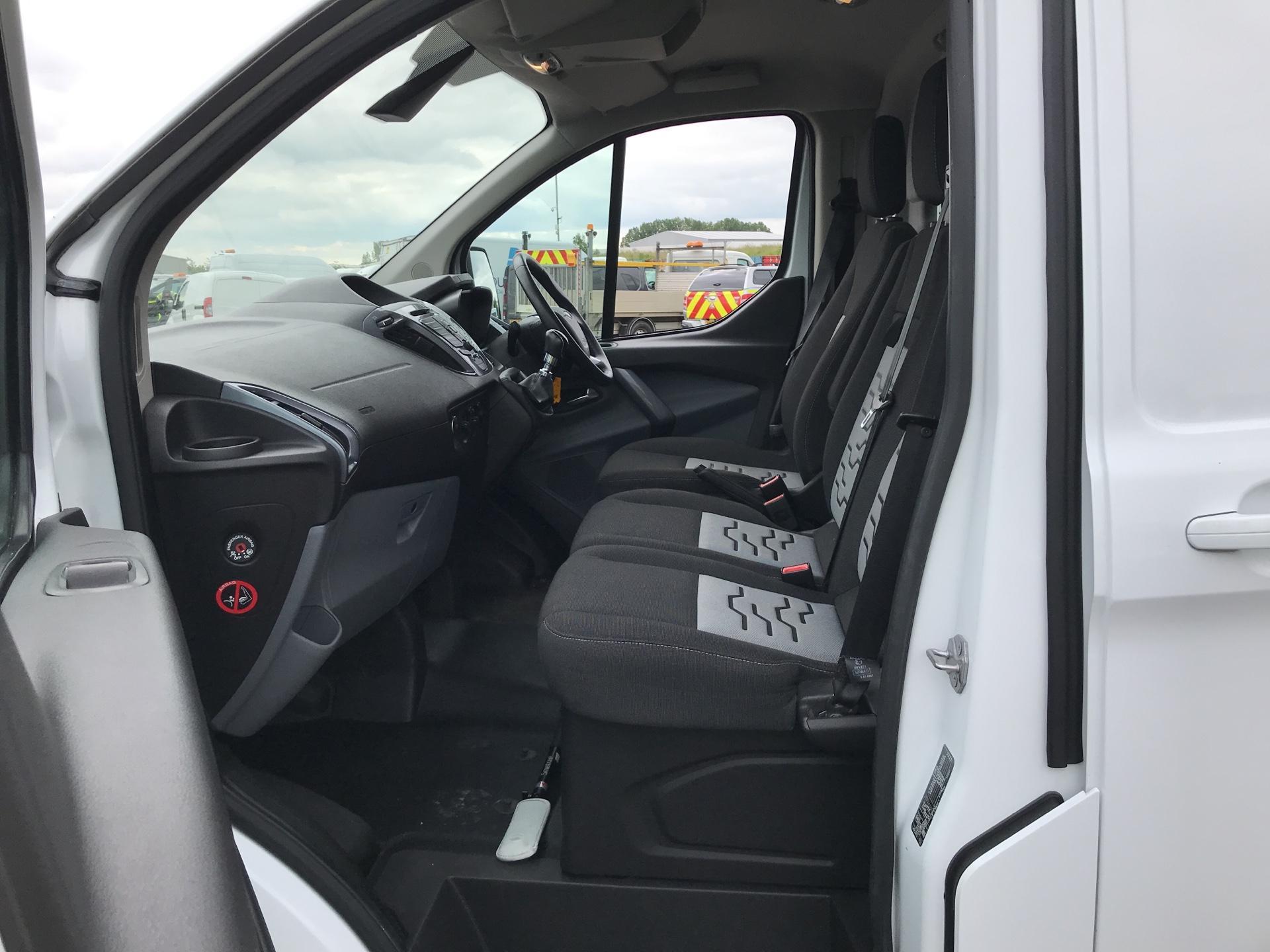 2016 Ford Transit Custom 290 L1 DIESEL FWD 2.2 TDCI 125 PS LOW ROOF LIMITED VAN EURO 5 (MK16WXV) Image 14