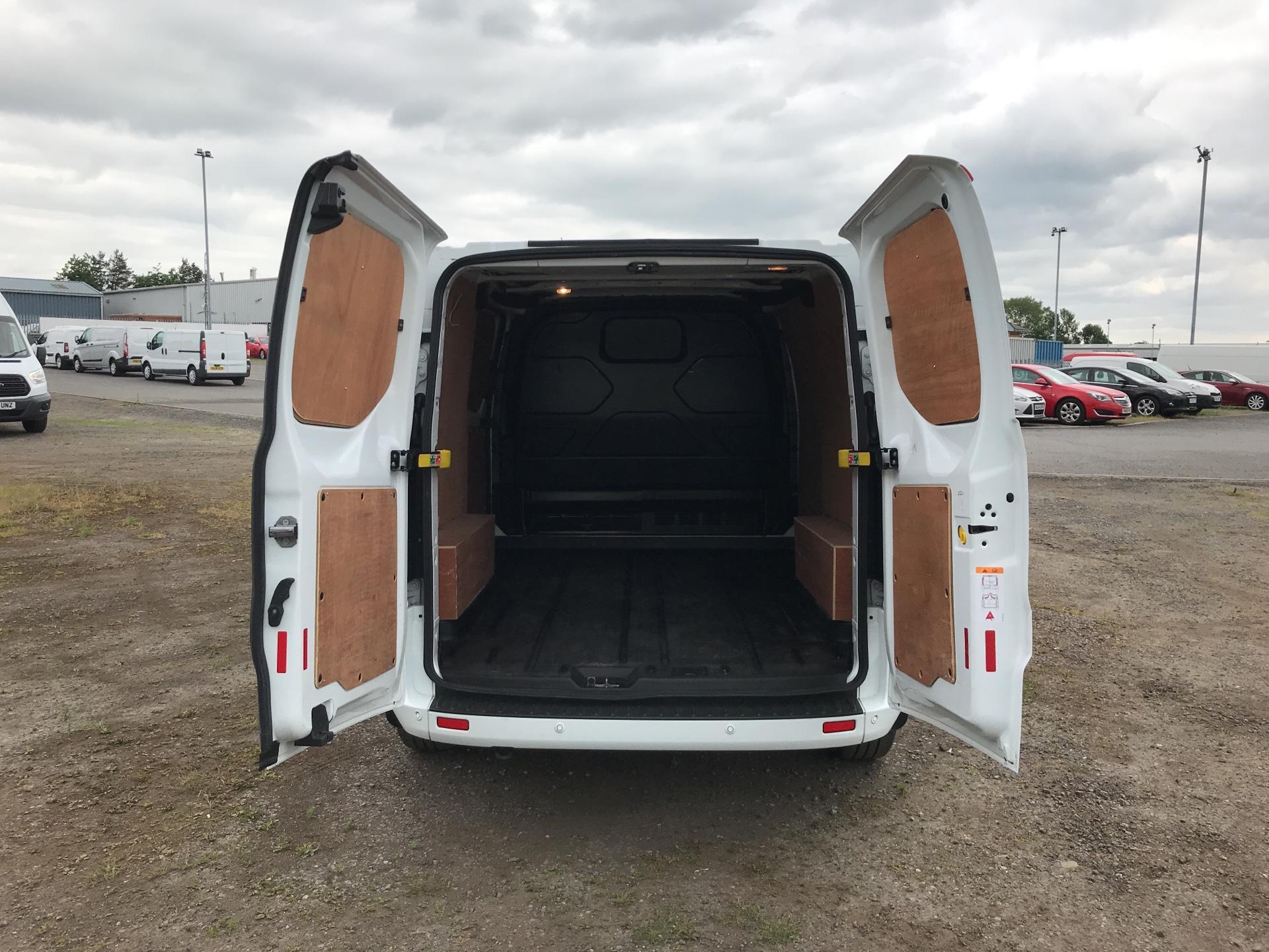 2016 Ford Transit Custom 290 L1 DIESEL FWD 2.2 TDCI 125 PS LOW ROOF LIMITED VAN EURO 5 (MK16WXV) Image 18