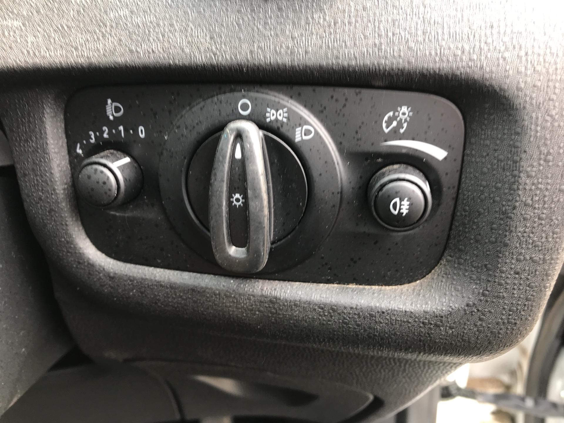 2014 Ford Fiesta 1.5 Tdci Van (NA64LLR) Image 17
