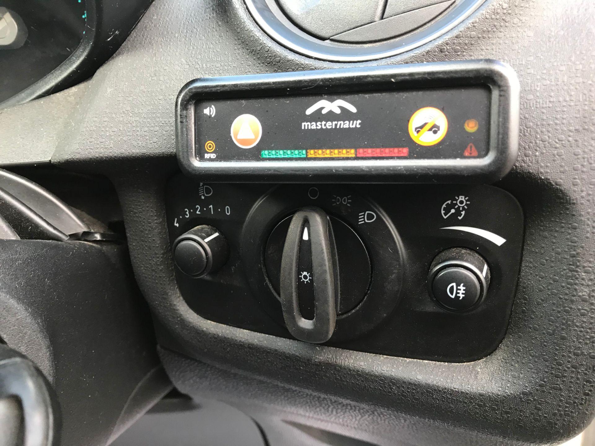 2014 Ford Fiesta DIESEL 1.5 TDCI VAN EURO 5 (ND14EBZ) Image 17