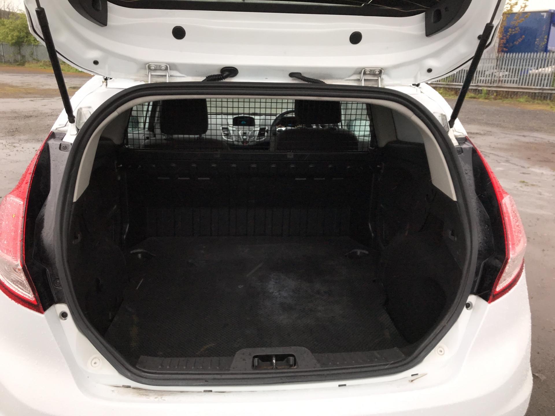 2014 Ford Fiesta 1.5 Tdci Van (ND14HFA) Image 16