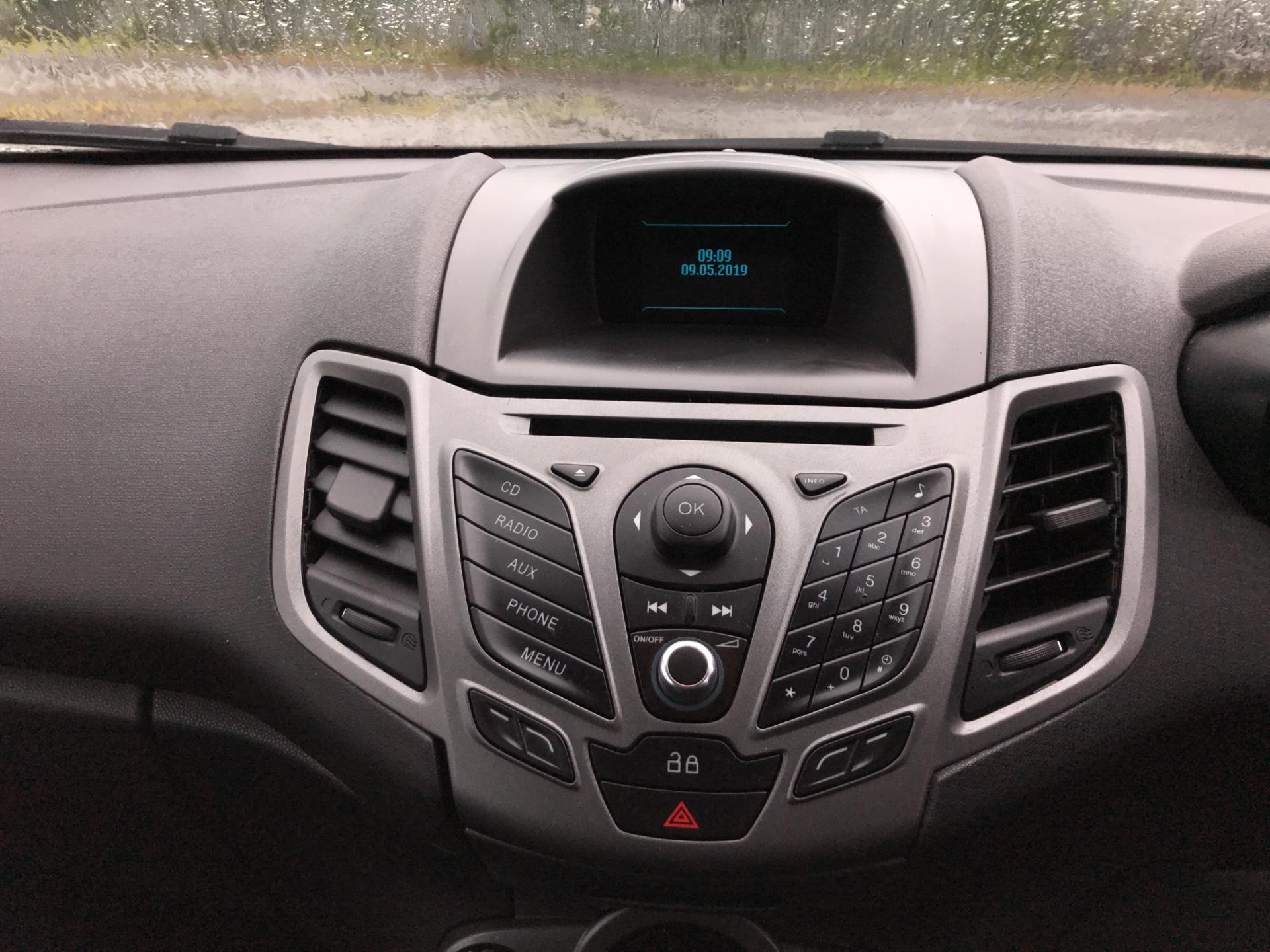 2014 Ford Fiesta 1.5 Tdci Van (ND14HFA) Image 10