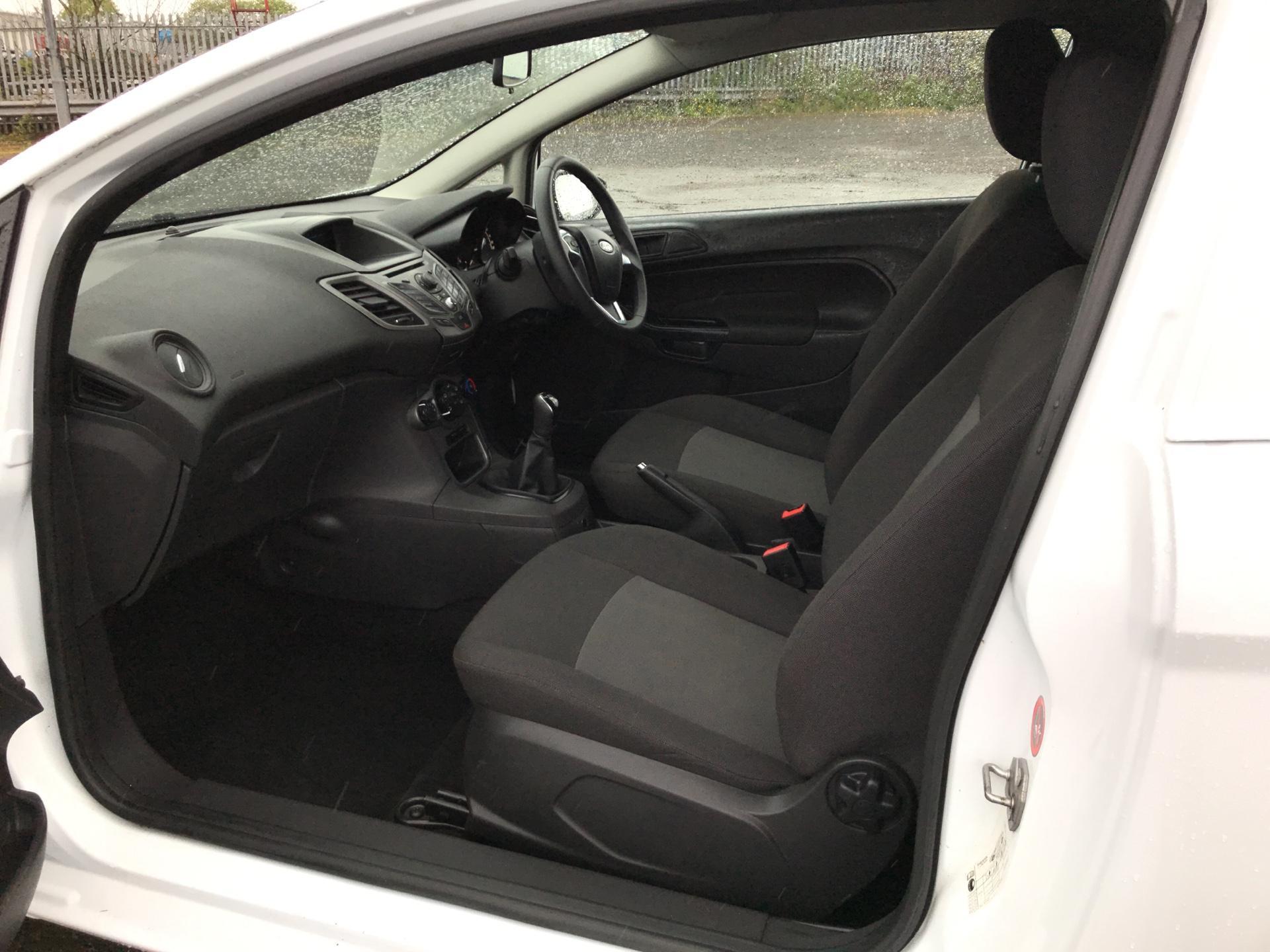 2014 Ford Fiesta 1.5 Tdci Van (ND14HFA) Image 14