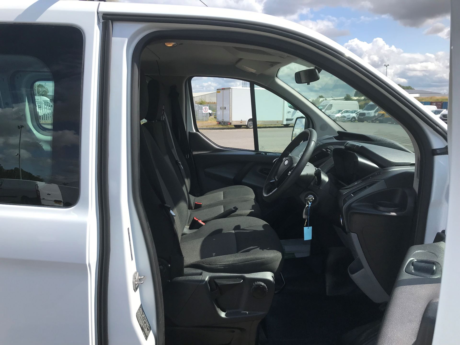 2014 Ford Transit Custom 310  L2 DIESEL FWD 2.2 TDCI 125PS LOW ROOF KOMBI VAN EURO 5 VAT INC (ND14OCH) Image 11