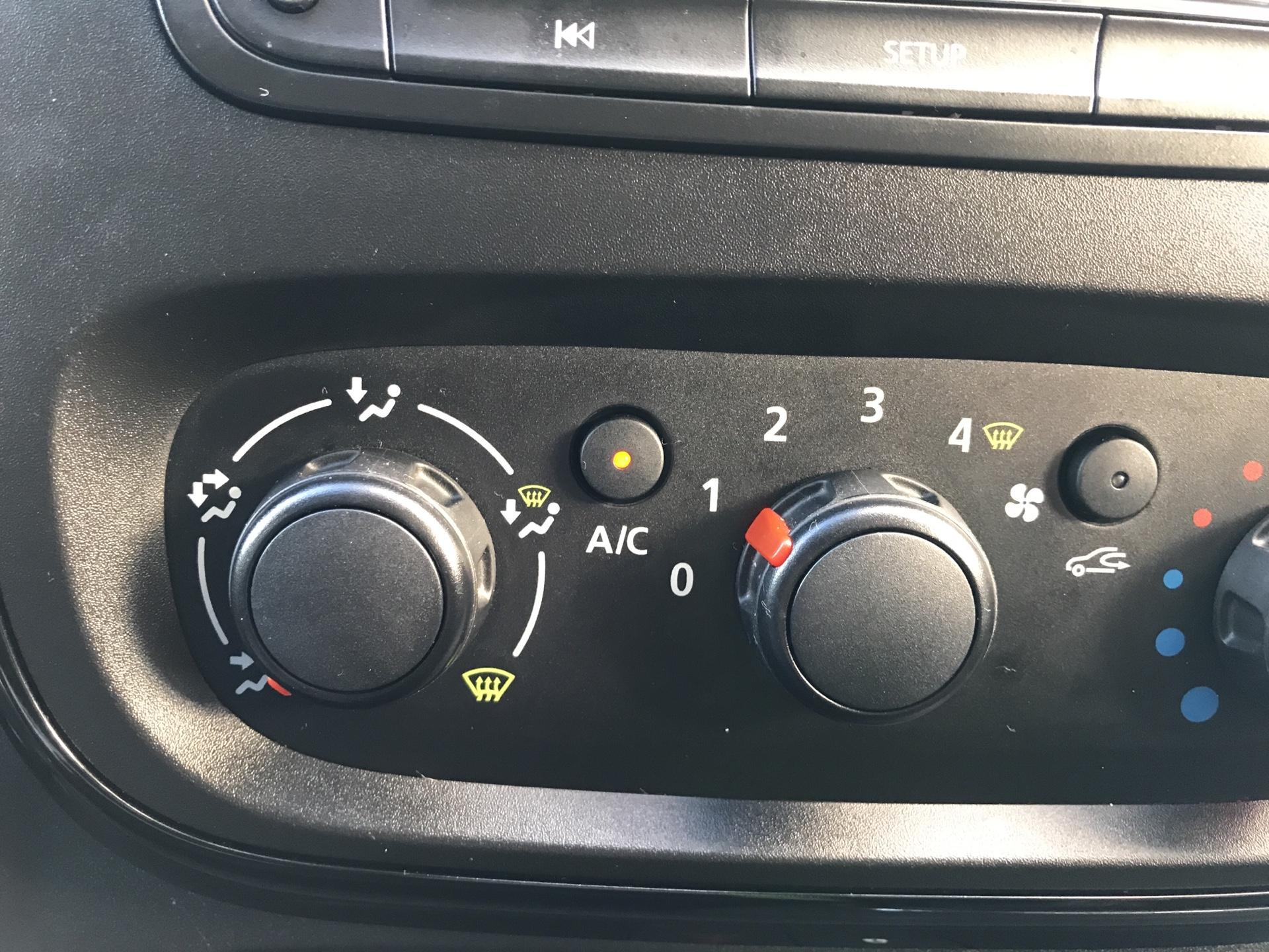 2017 Vauxhall Vivaro L1 H1 2700 1.6 CDTI 120PS SPORTIVE EURO 6 (ND17UNH) Image 15