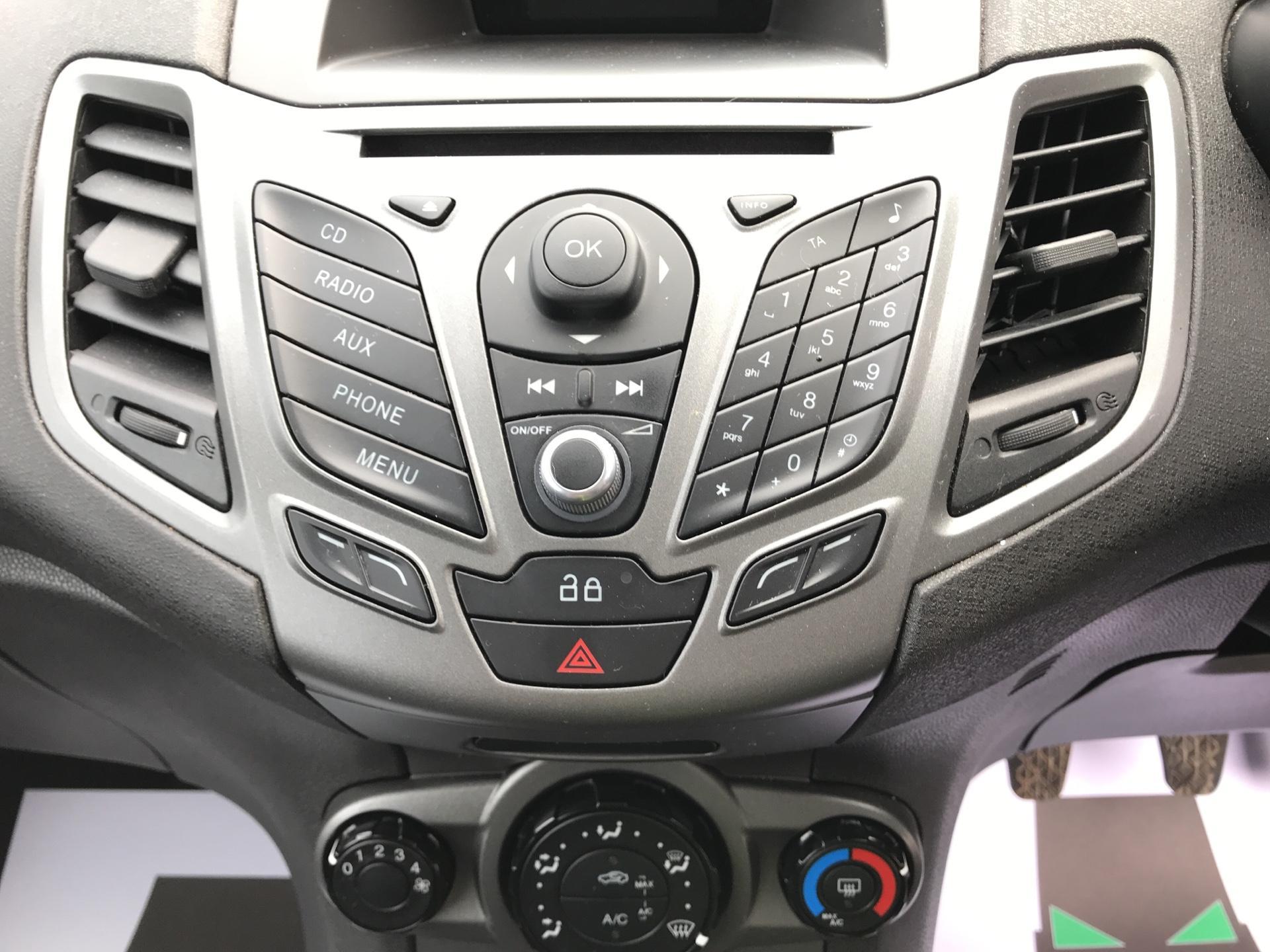 2014 Ford Fiesta  DIESEL 1.5 TDCI VAN EURO 5/6 (ND64EEY) Image 10