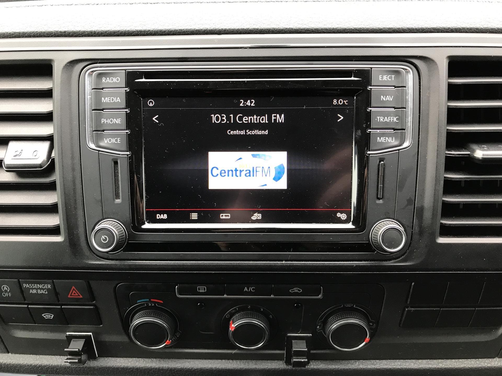 2017 Volkswagen Transporter T32 LWB 2.0TDI BMT 204PS HIGHLINE KOMBI VAN EURO 6 (NG17AWC) Image 10