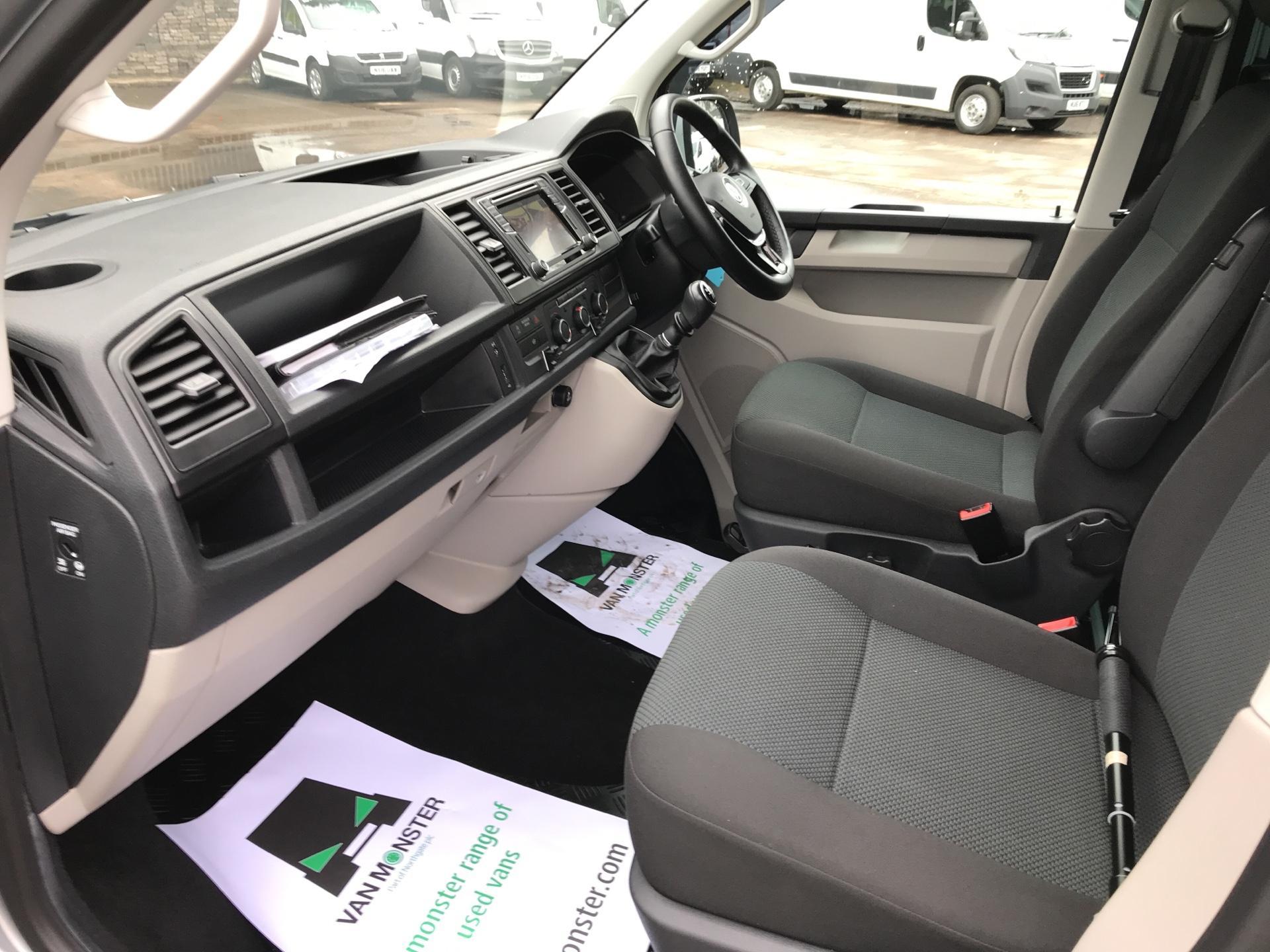 2017 Volkswagen Transporter T32 LWB 2.0TDI BMT 204PS HIGHLINE KOMBI VAN EURO 6 (NG17AWC) Image 14