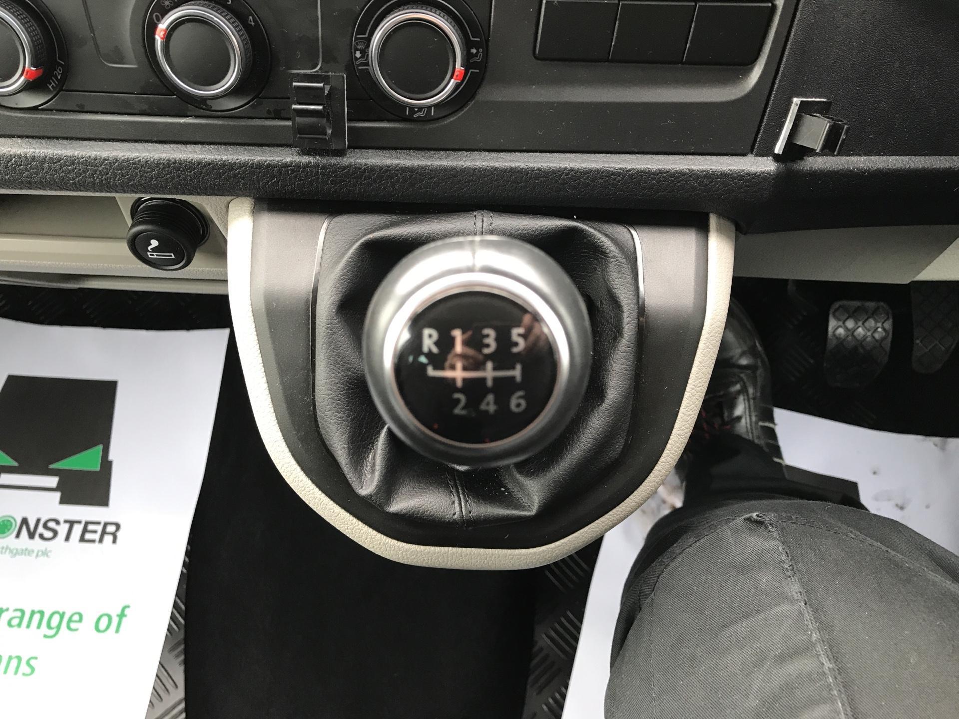 2017 Volkswagen Transporter T32 LWB 2.0TDI BMT 204PS HIGHLINE KOMBI VAN EURO 6 (NG17AWC) Image 11