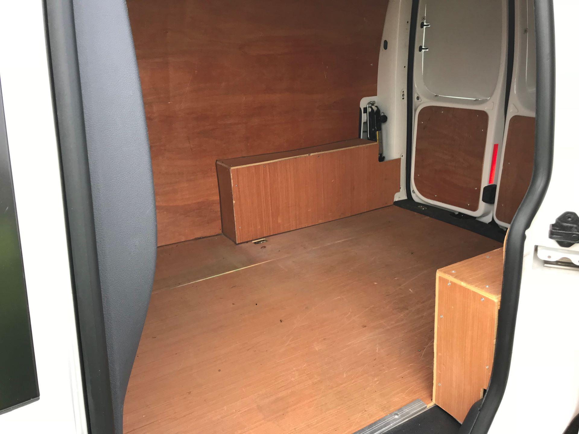 2014 Volkswagen Caddy  1.6 75PS STARTLINE EURO 5 (NJ64EWW) Image 10