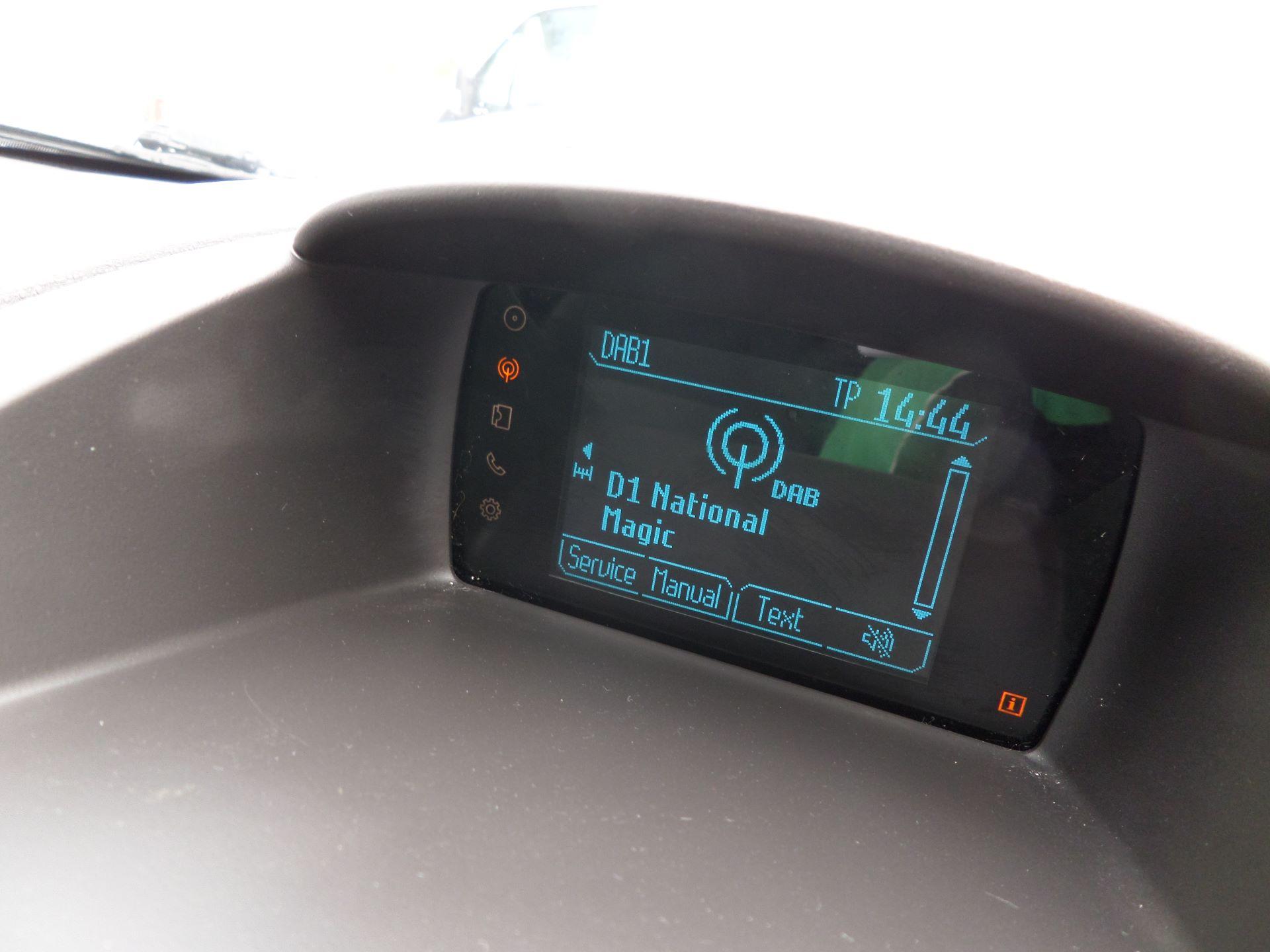 2014 Ford Fiesta 1.5 Tdci Van Euro 5 (NJ64MXZ) Image 18