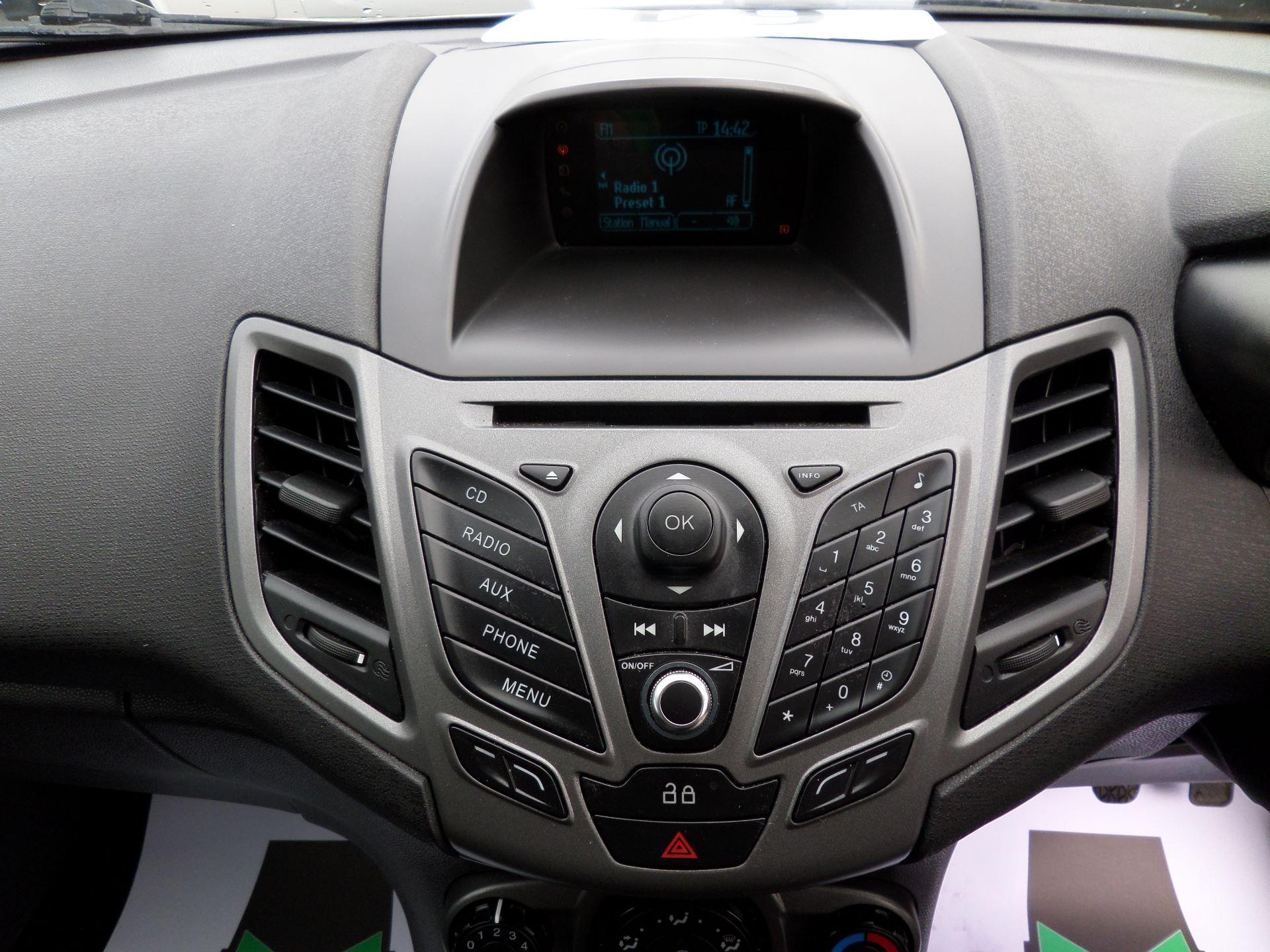 2014 Ford Fiesta 1.5 Tdci Van Euro 5 (NJ64MXZ) Image 3