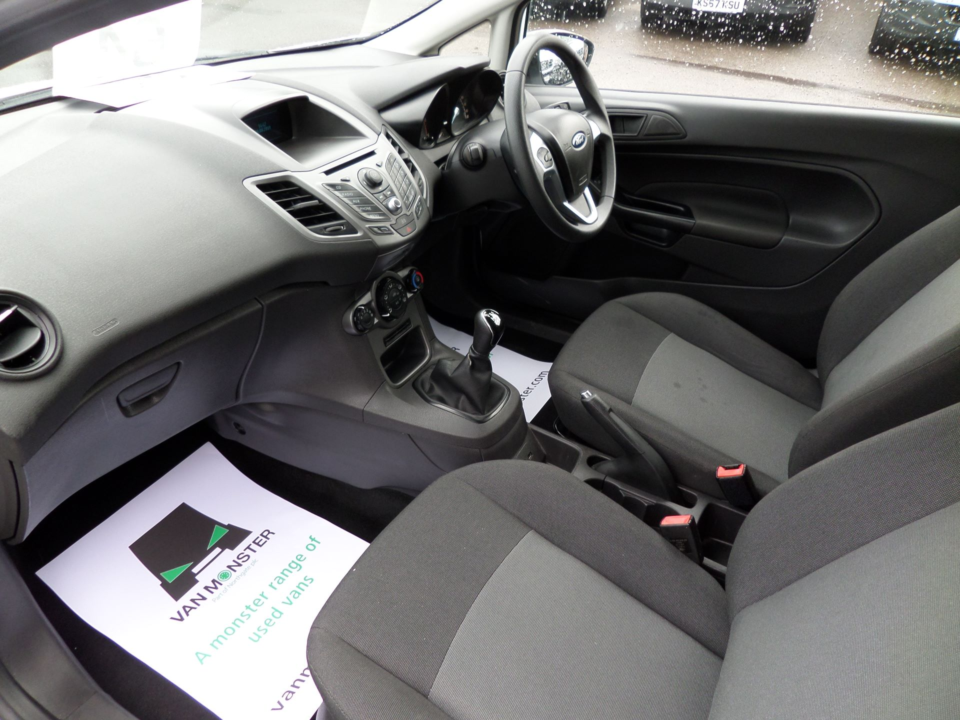 2014 Ford Fiesta 1.5 Tdci Van Euro 5 (NJ64MXZ) Image 12