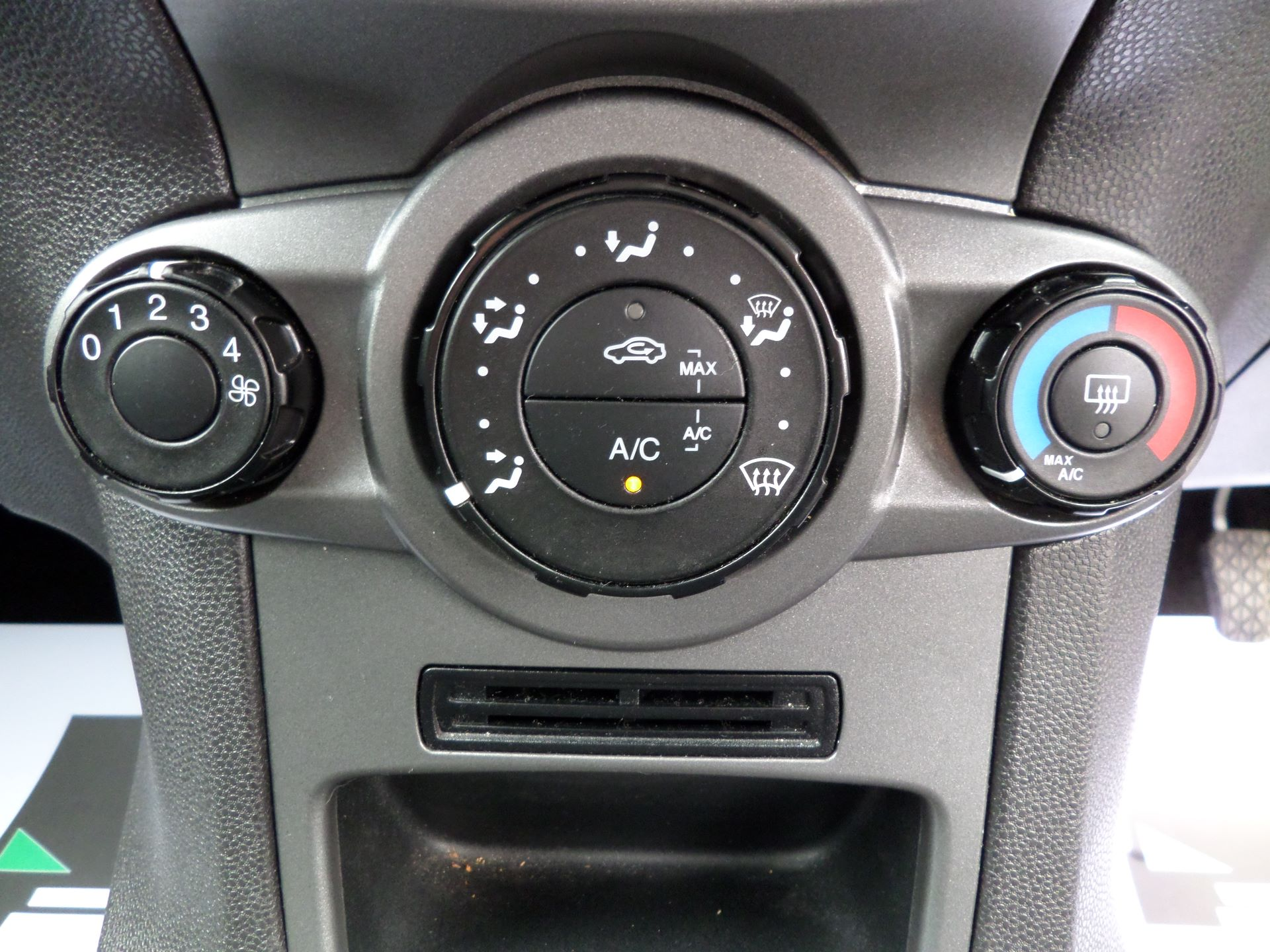 2014 Ford Fiesta 1.5 Tdci Van Euro 5 (NJ64MXZ) Image 19