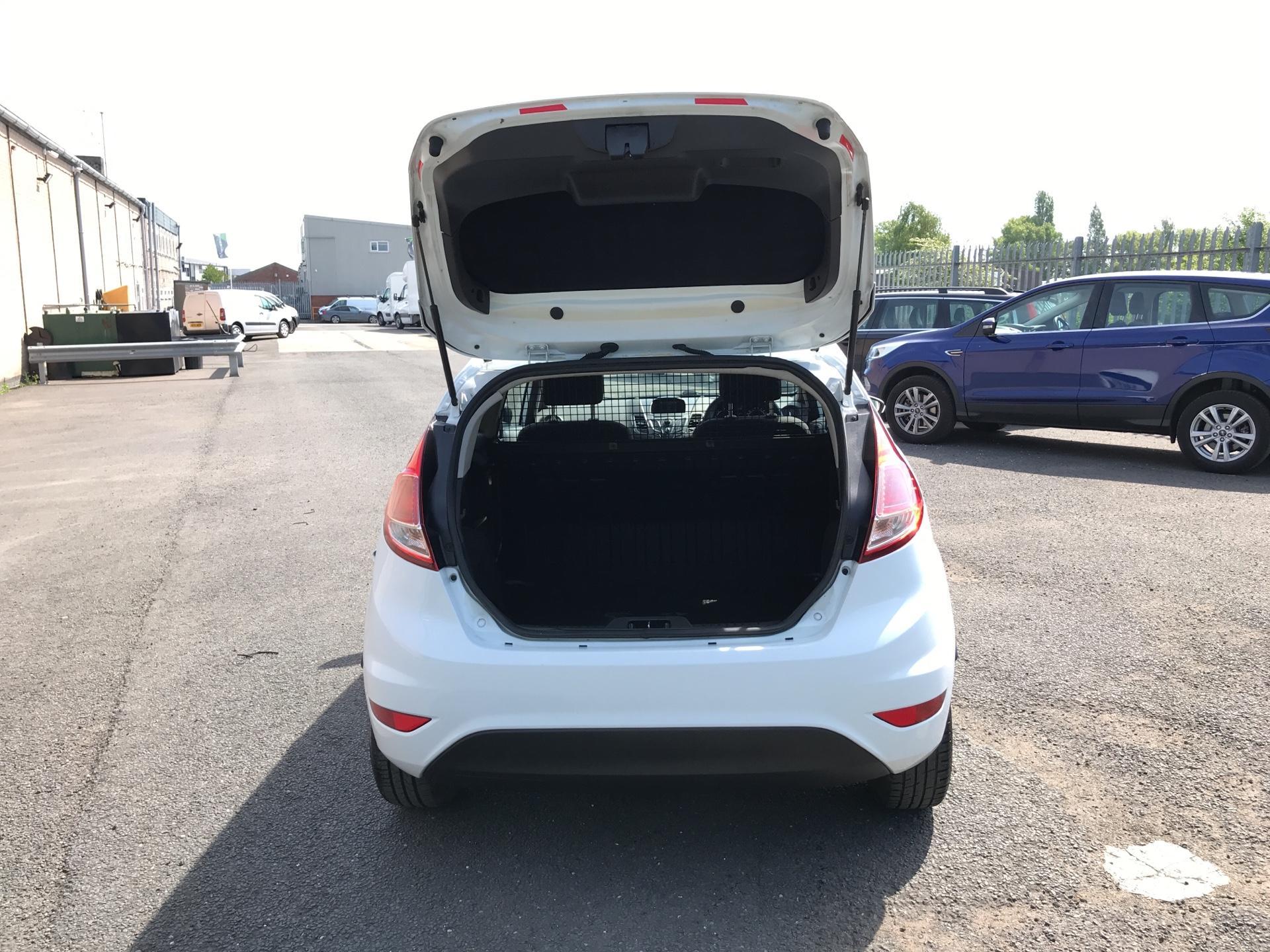 2014 Ford Fiesta 1.5TDCI VAN, AIR CON (NJ64MYX) Image 16