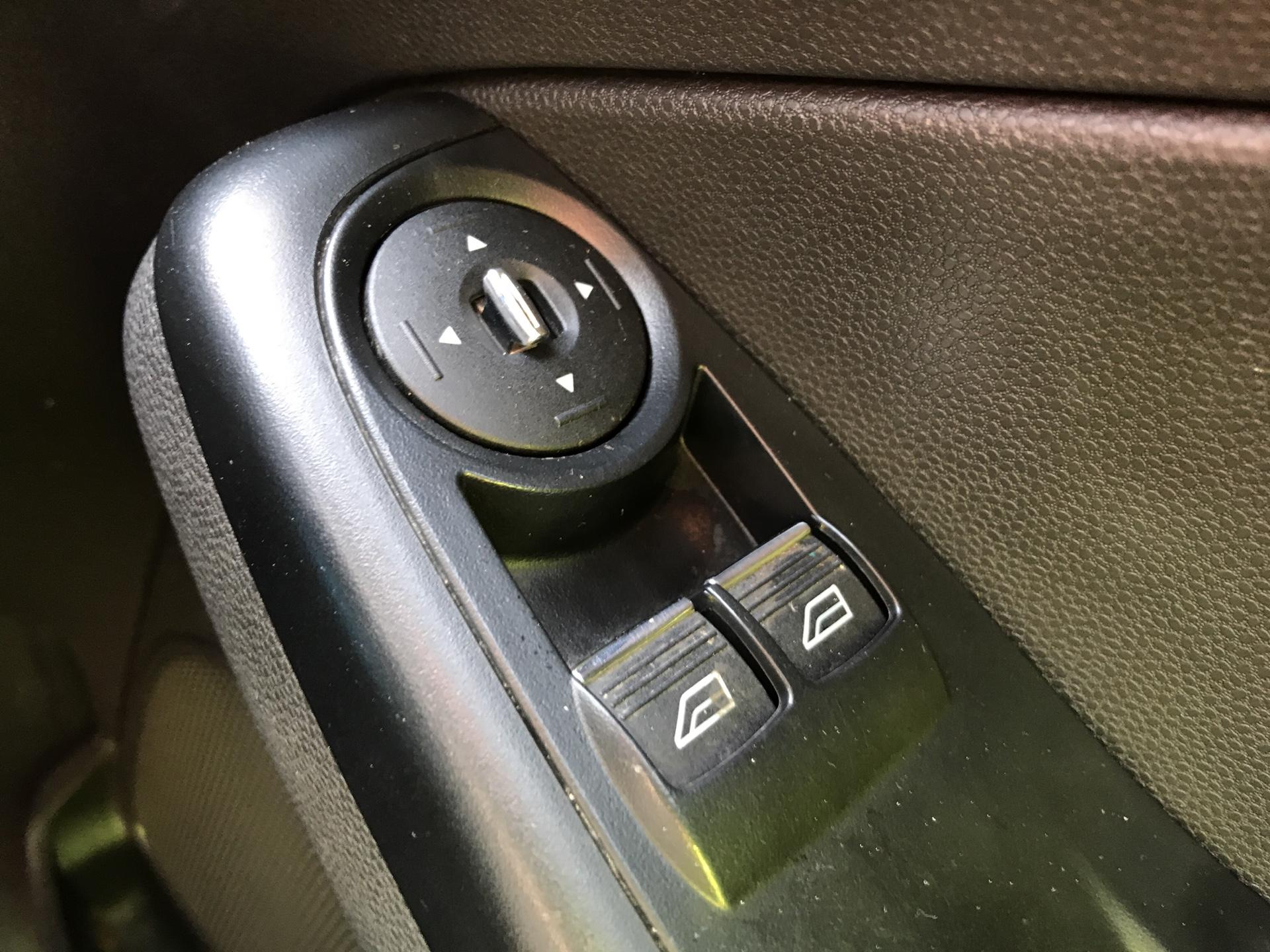 2014 Ford Fiesta 1.5TDCI VAN, AIR CON (NJ64MYX) Image 24