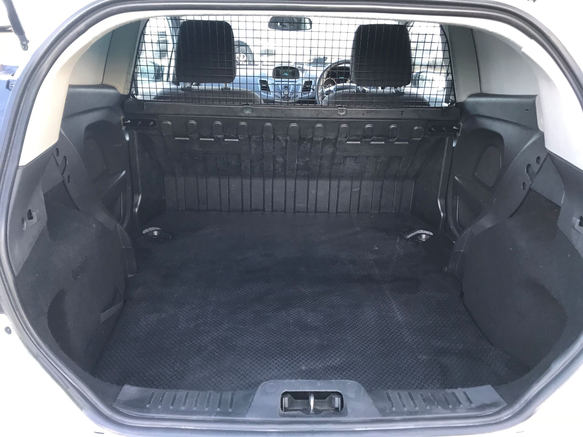 2014 Ford Fiesta  DIESEL 1.5 TDCI VAN EURO 5 (NJ64VUB) Image 8