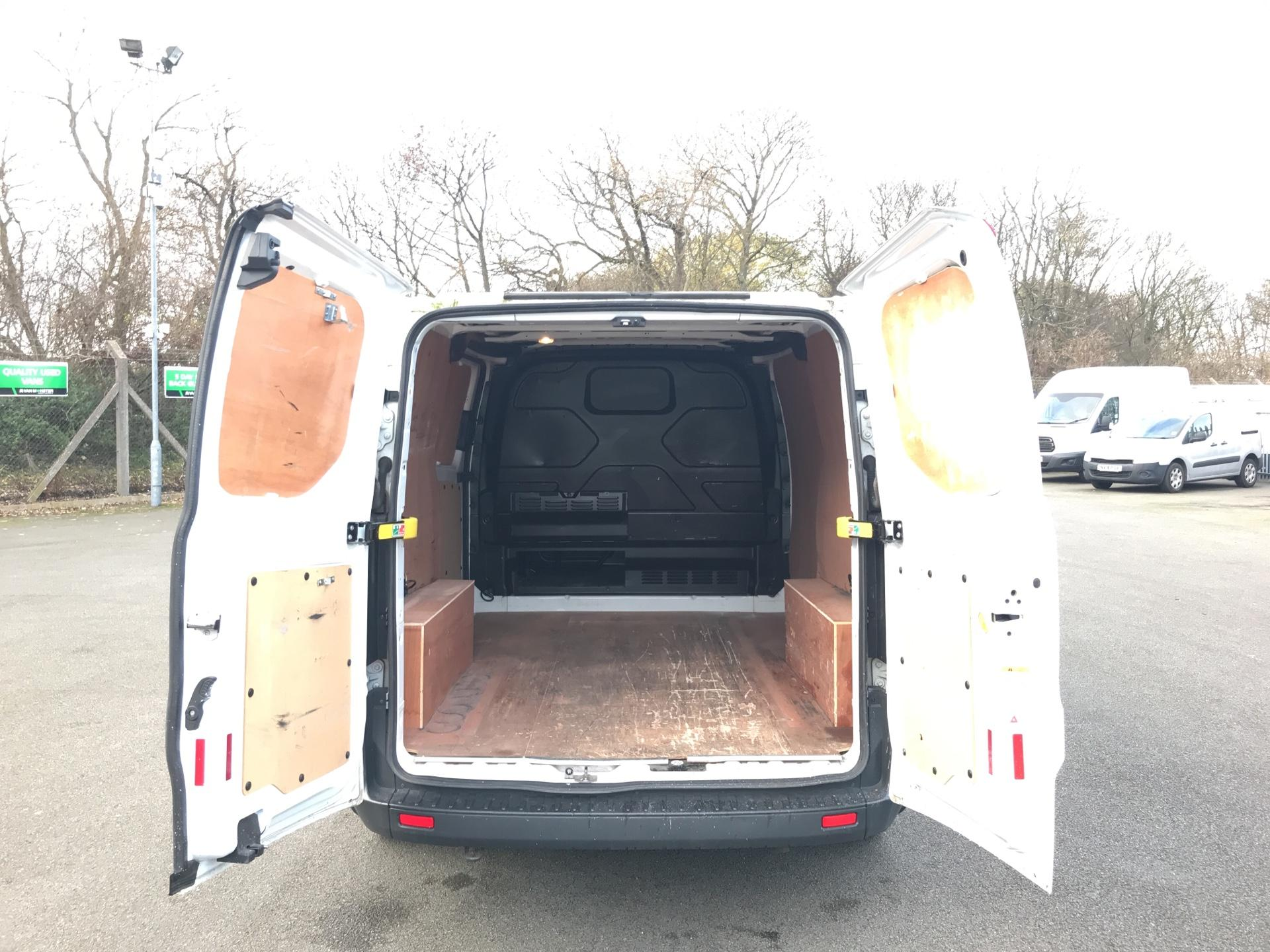 2015 Ford Transit Custom 290 L1 DIESEL FWD 2.2  TDCI 100PS LOW ROOF VAN EURO 5 *VALUE RANGE VEHICLE - CONDITION REFLECTED IN PRICE* (NK15XRE) Image 16