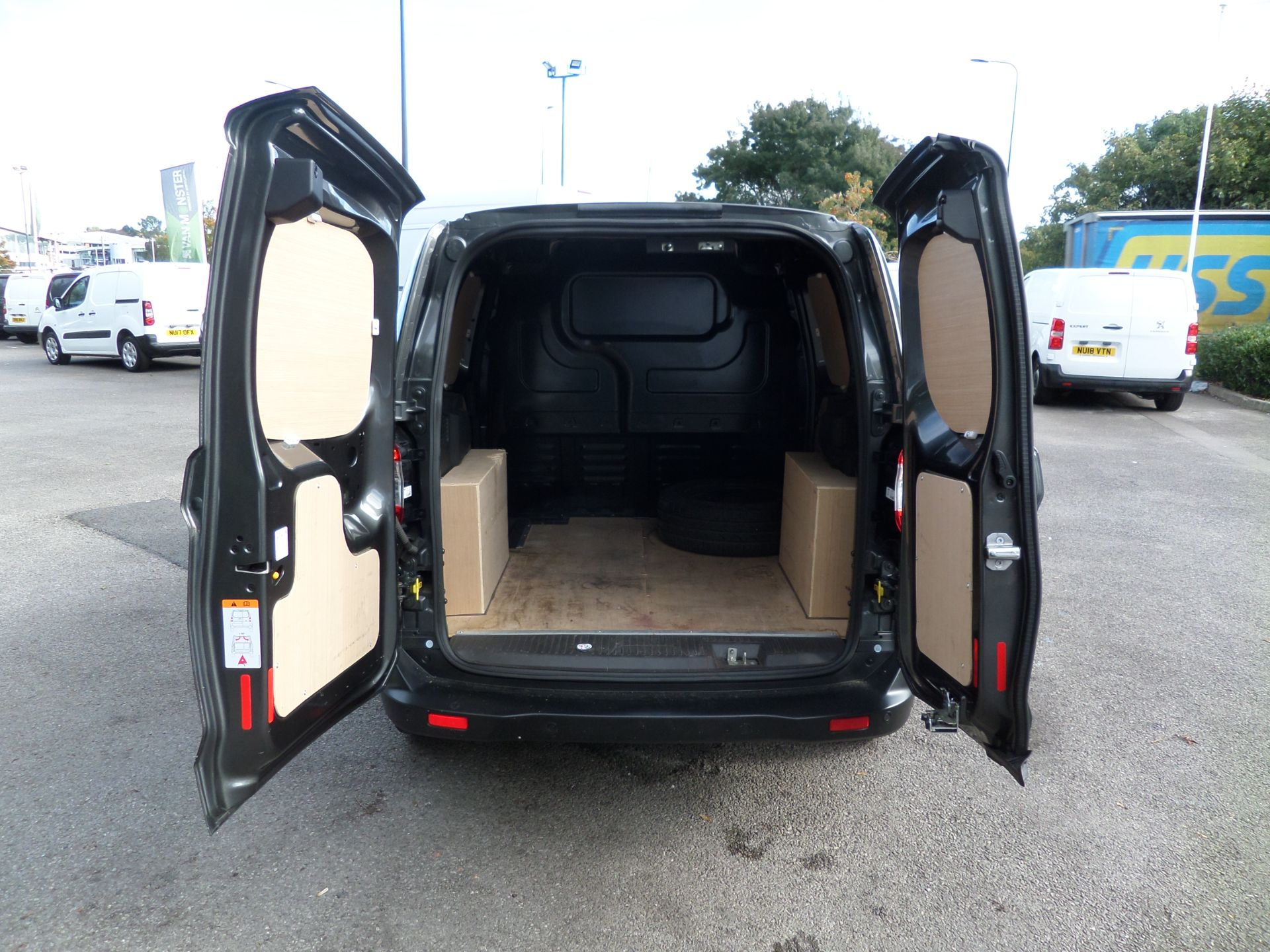 2019 Ford Transit Courier 1.5 Tdci 100Ps Limited Van [6 Speed] Euro 6 (NK19RHU) Image 4