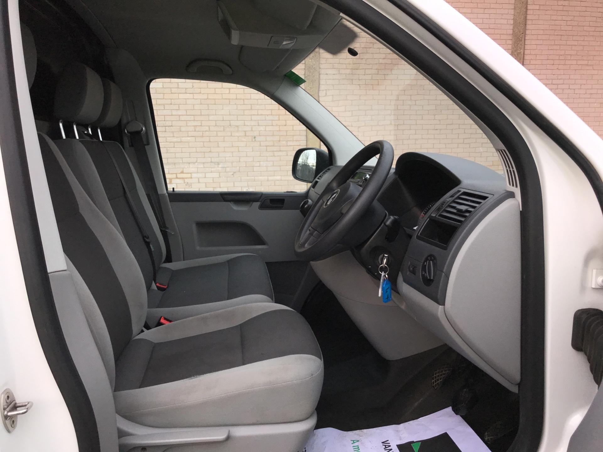 2014 Volkswagen Transporter  T28 SWB DIESEL 2.0 TDI 102PS STARTLINE EURO 5 *VALUE RANGE VEHICLE - CONDITION REFLECTED IN PRICE*  (NL64VEF) Image 9