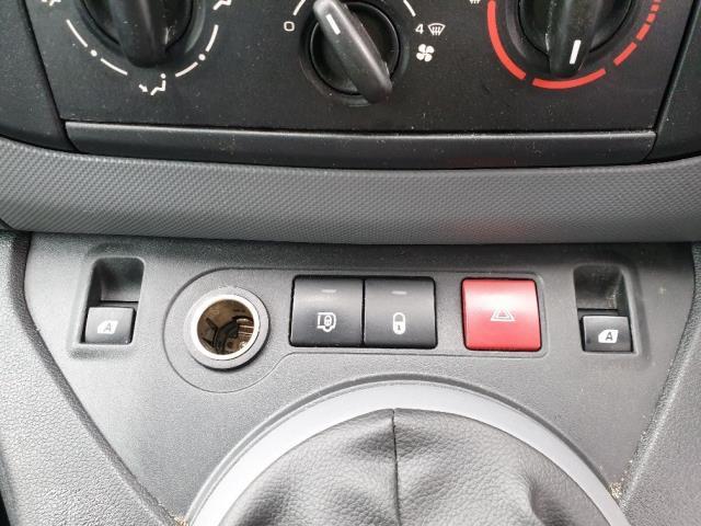 2015 Peugeot Partner L1 850 S 1.6 92PS (SLD) EURO 5 (NU15CGZ) Image 21