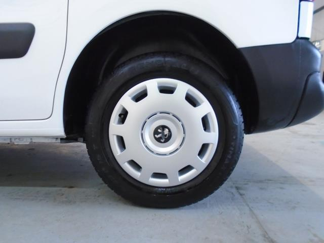 2015 Peugeot Partner 850 S 1.6 Hdi 92 Van [Sld] (NU15FHM) Image 15