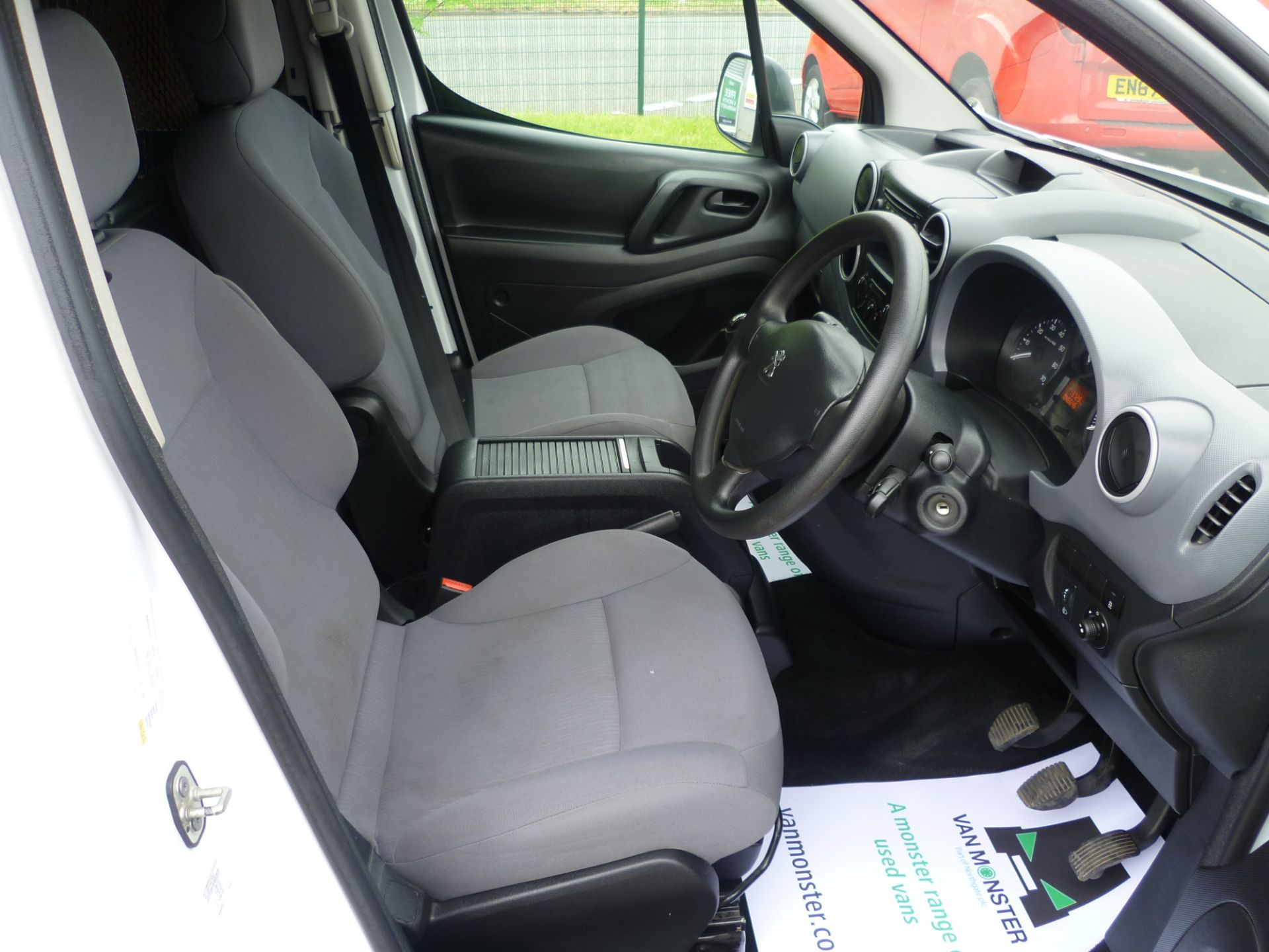 2015 Peugeot Partner L1 850 S 1.6 92PS (SLD) EURO 5 (NU15OPD) Image 18