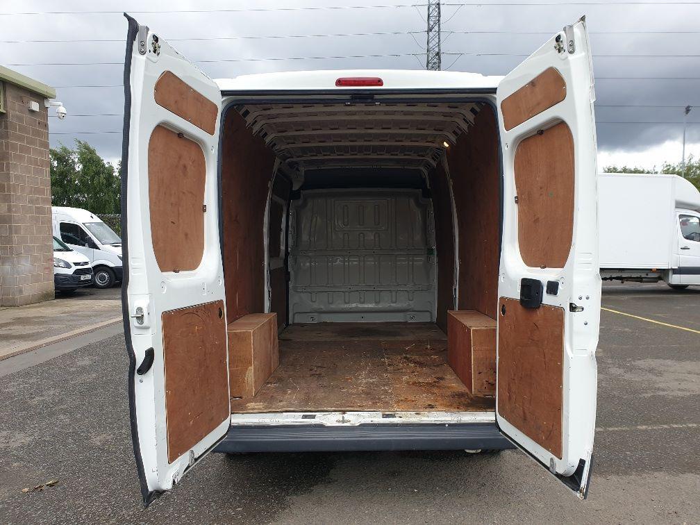 2016 Peugeot Boxer 2.2 Hdi L3 H2 Van 130Ps (NU16WTR) Image 11