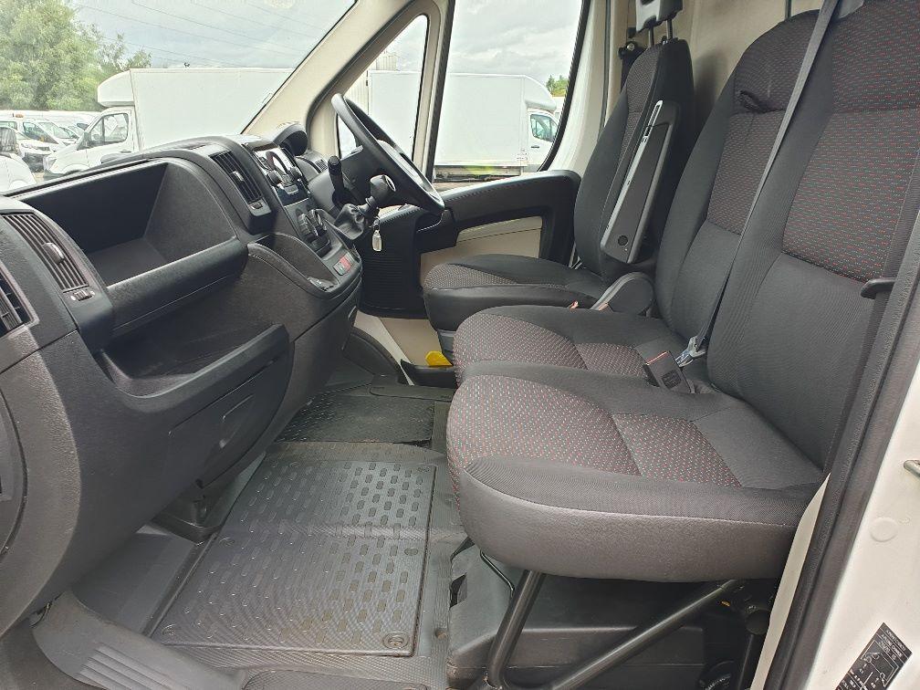 2016 Peugeot Boxer 2.2 Hdi L3 H2 Van 130Ps (NU16WTR) Image 5