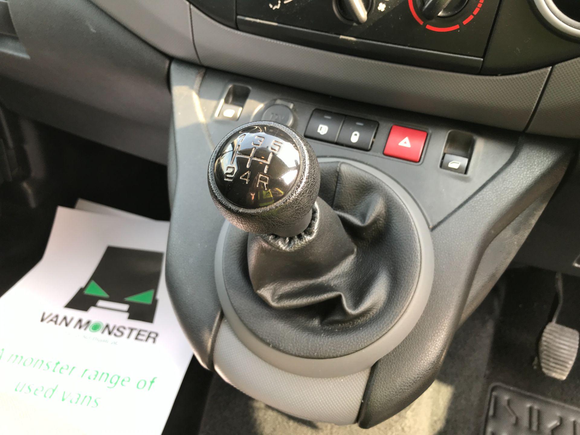 2017 Peugeot Partner L1 850 1.6BLUEHDI 100PS PROFESSIONAL EURO 6 (NU17BFE) Image 4